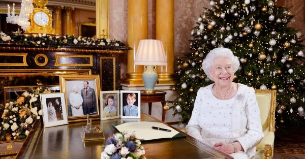 the queen keeps her christmas decorations up until february - Queen Christmas Decorations