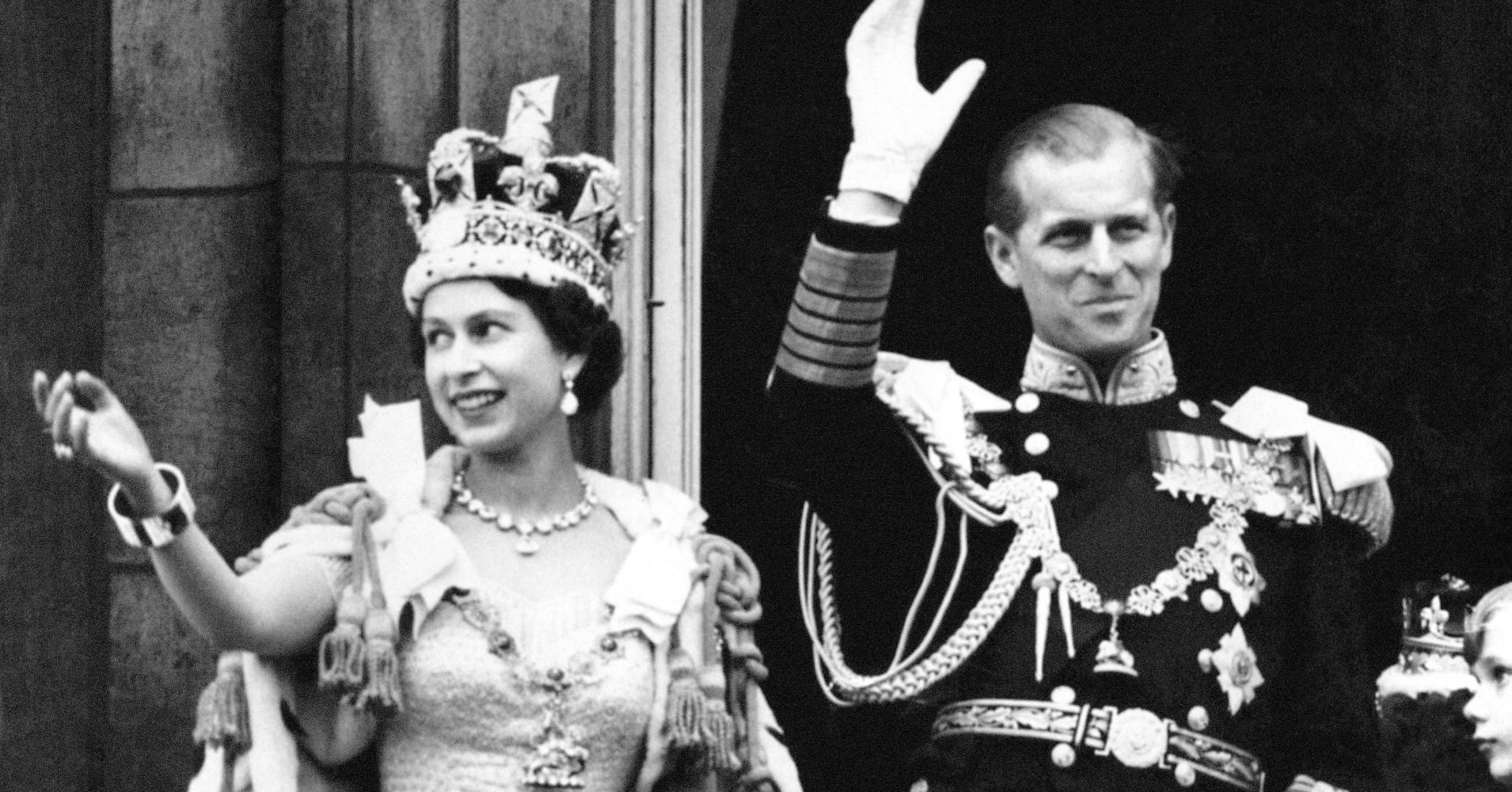 Queen Elizabeth Says Wearing A Crown Has One Significant Downside