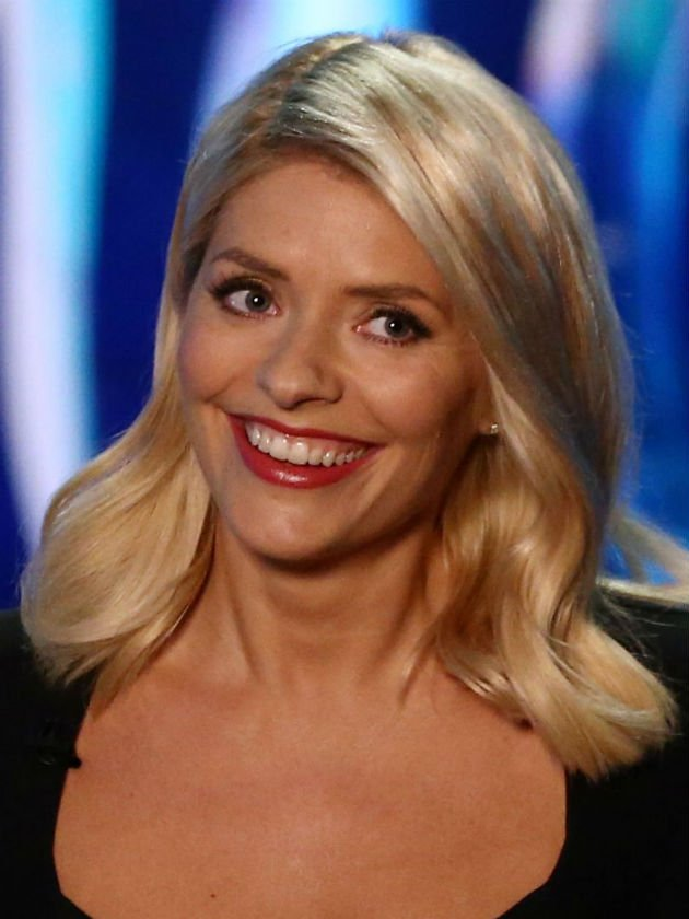Holly Willoughby leaves Dancing On Ice fans CRINGING at awkward kiss