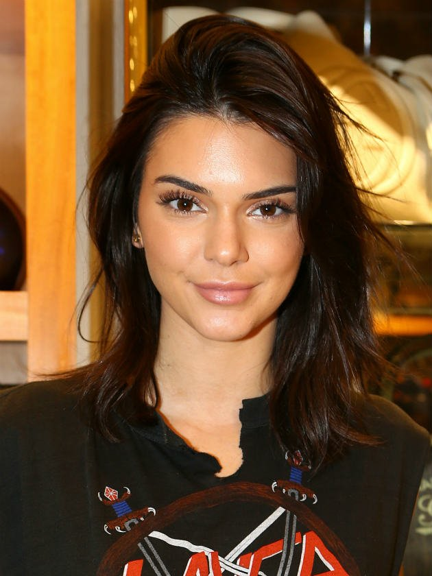 Golden Globes 2018 fans ask: What has Kendall Jenner done to her face?