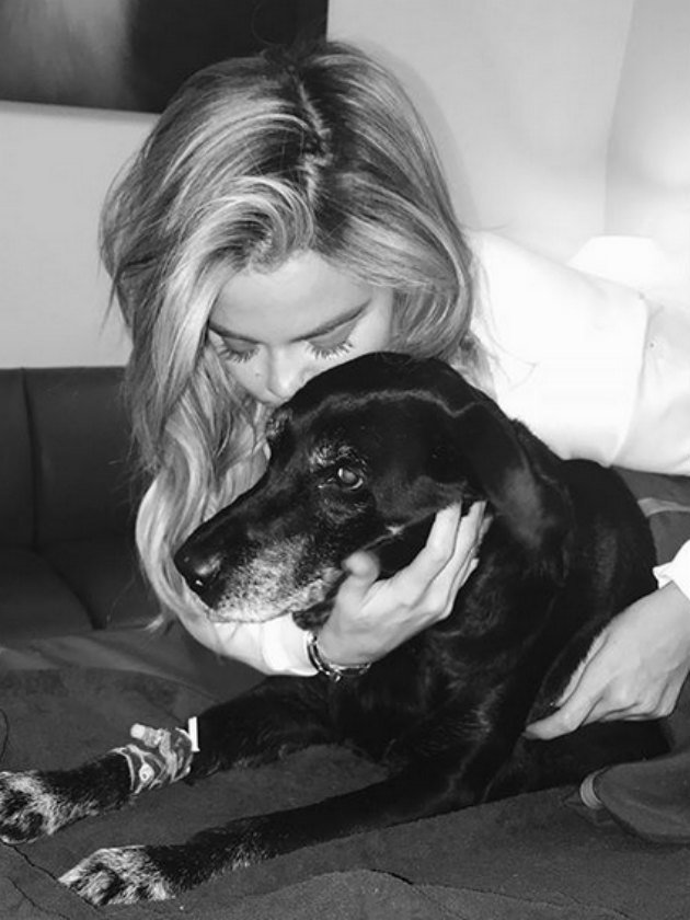 Pregnant Khloe Kardashian shares heartbreaking tribute to late dog