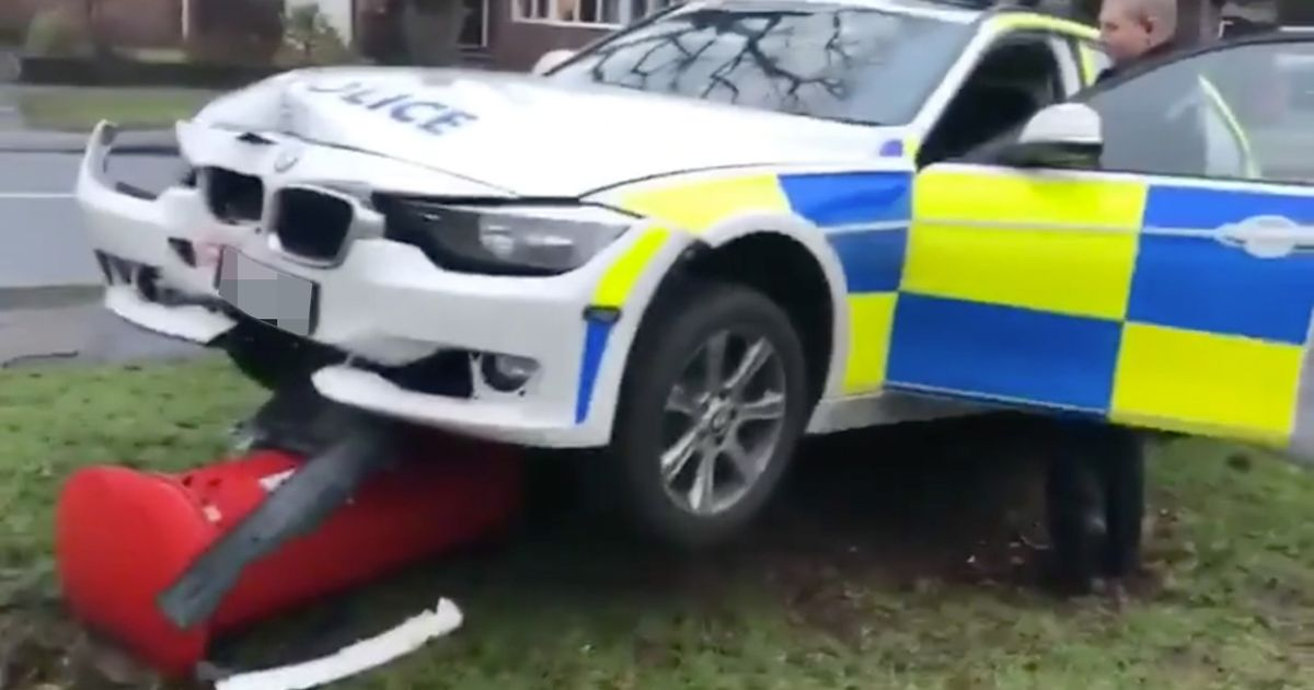 Cheeky passer by taunts policeman after his car hits a postbox