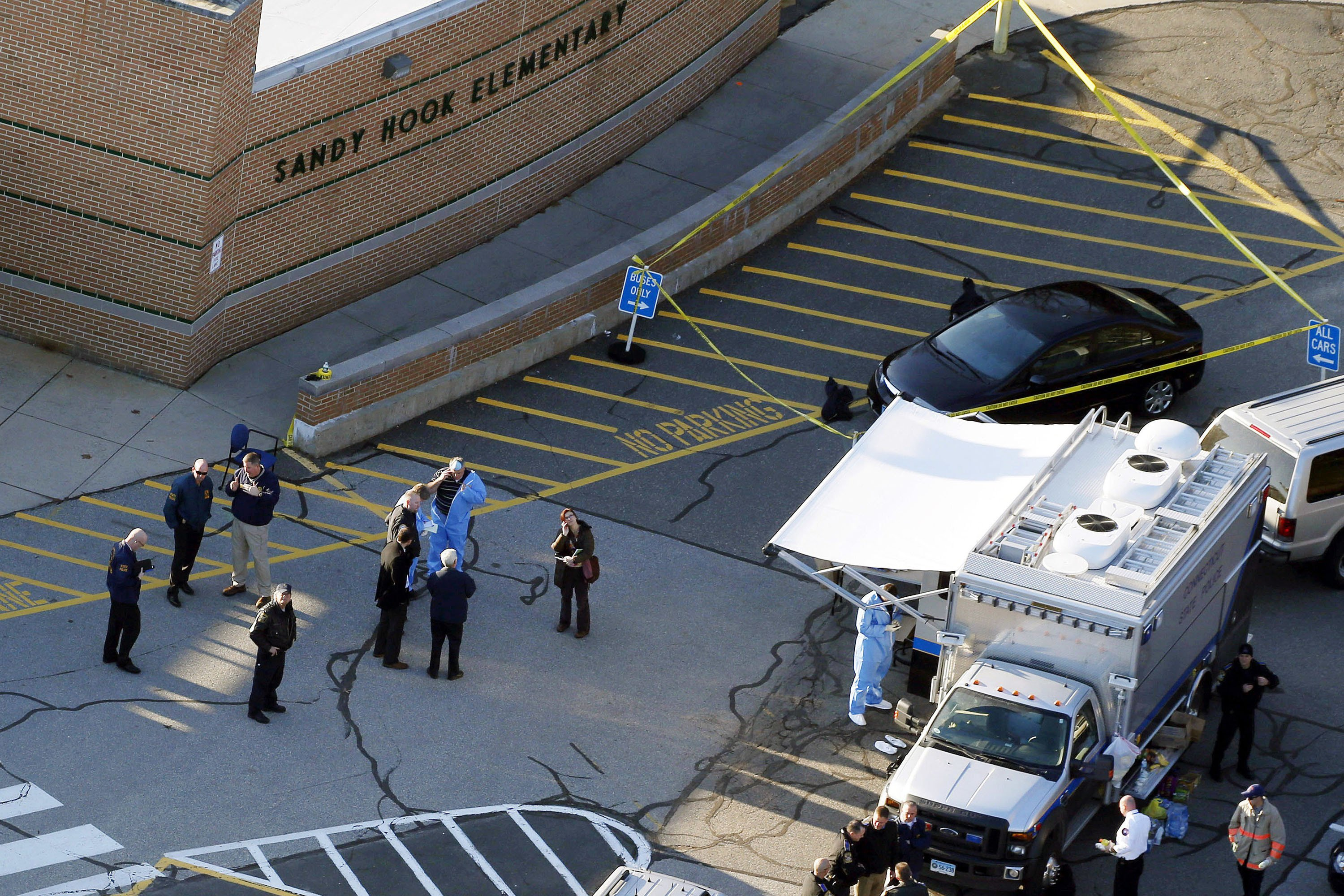 'Dignitaries' may have contaminated Sandy Hook massacre evidence: report