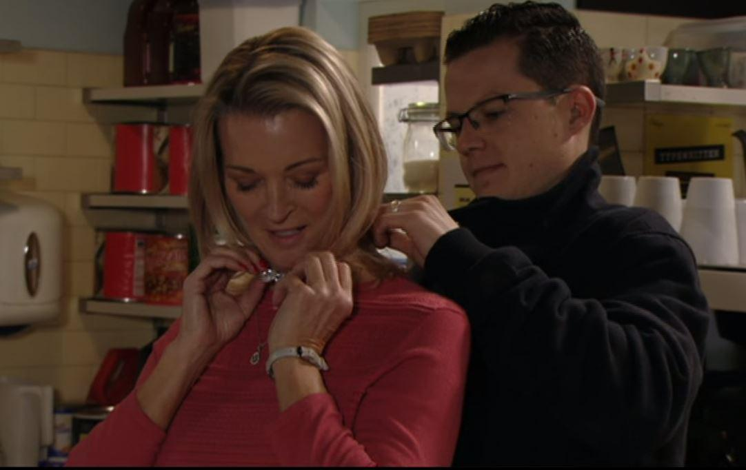 Eastenders viewers brand Ben Mitchell a 'thick idiot' as he gives mum Kathy a necklace stolen from the heist