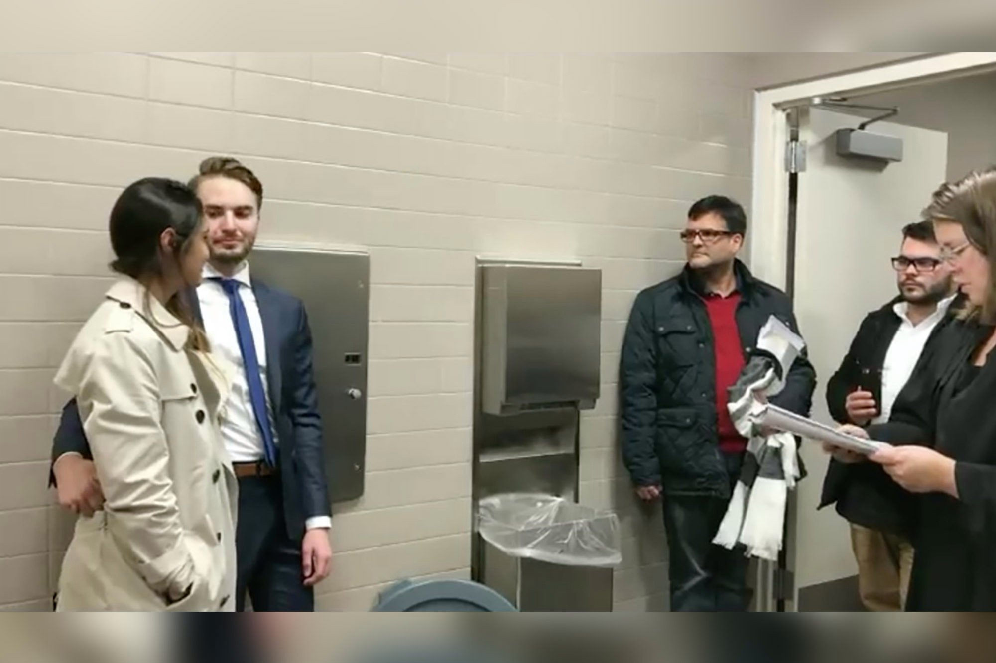 Couple gets married in courthouse bathroom