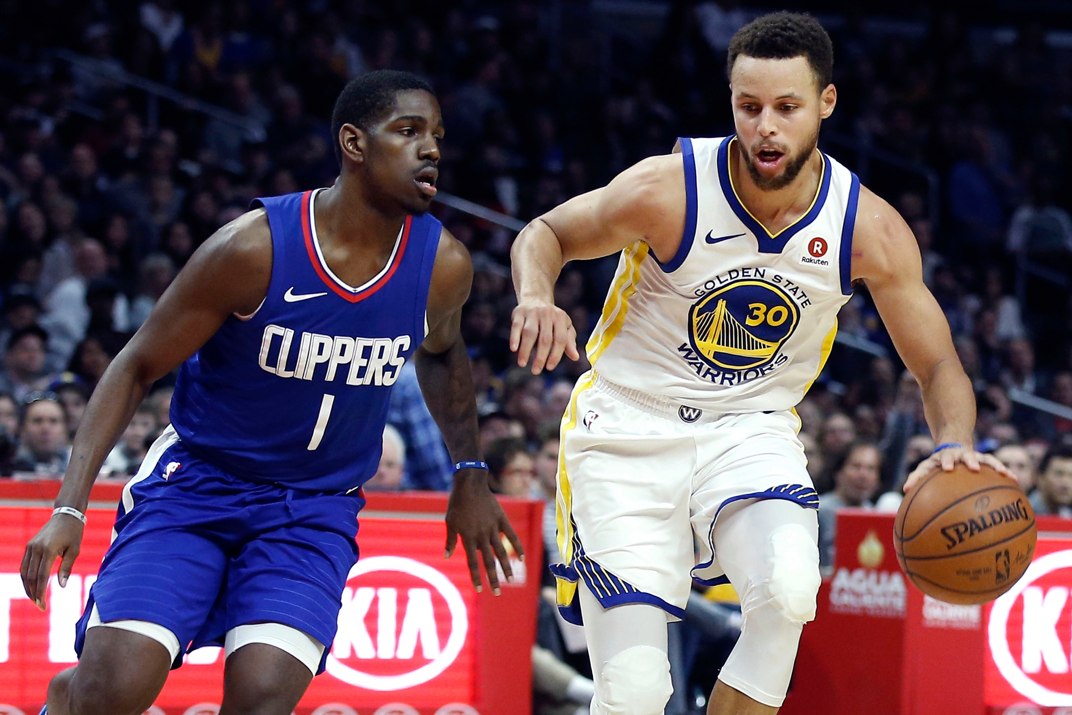 Stephen Curry scores 45 in three quarters in Warriors' laugher