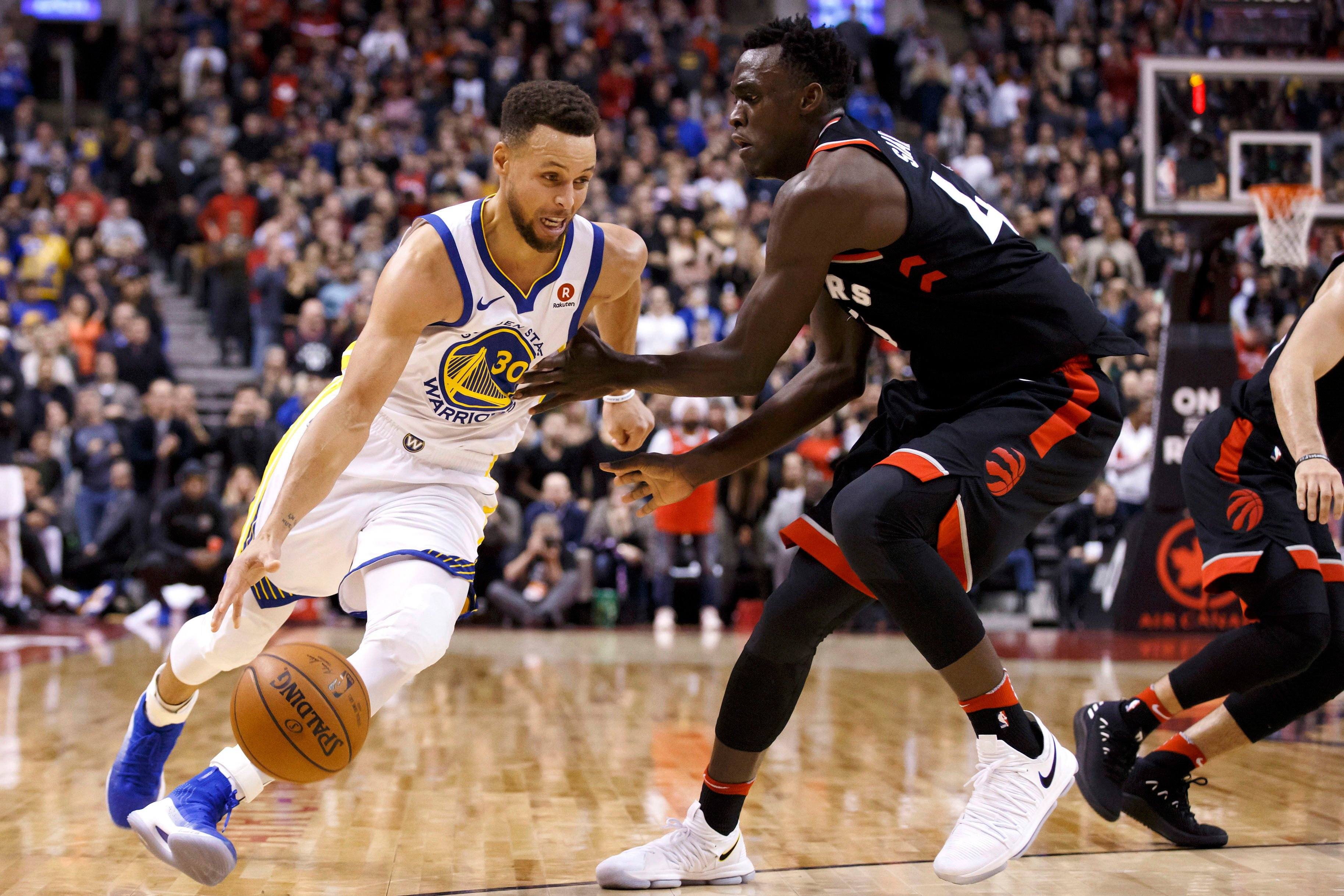 Warriors barely escape with win in Stephen Curry's return
