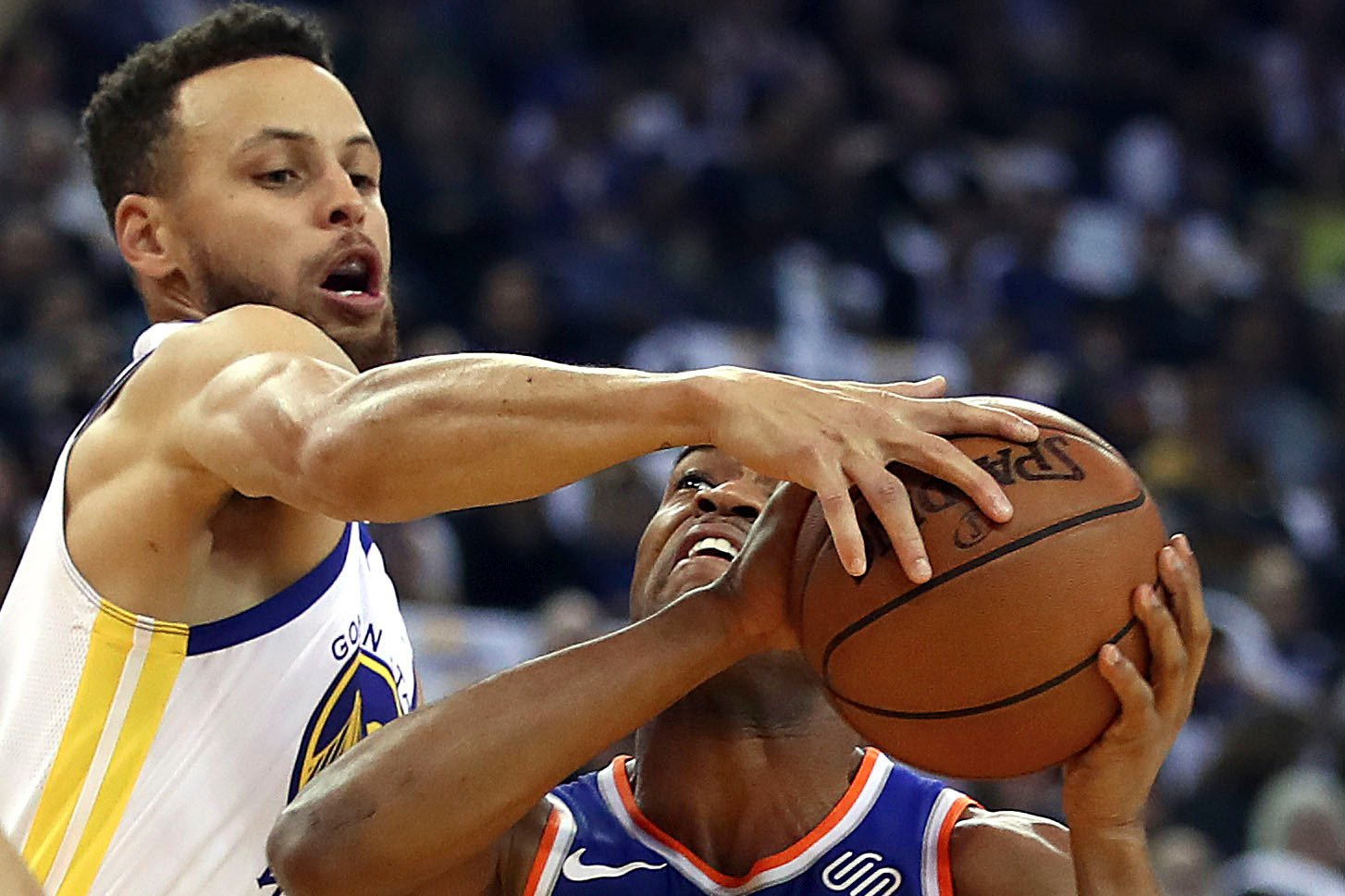 Kristaps Porzingis-less Knicks outgunned by Curry, Warriors