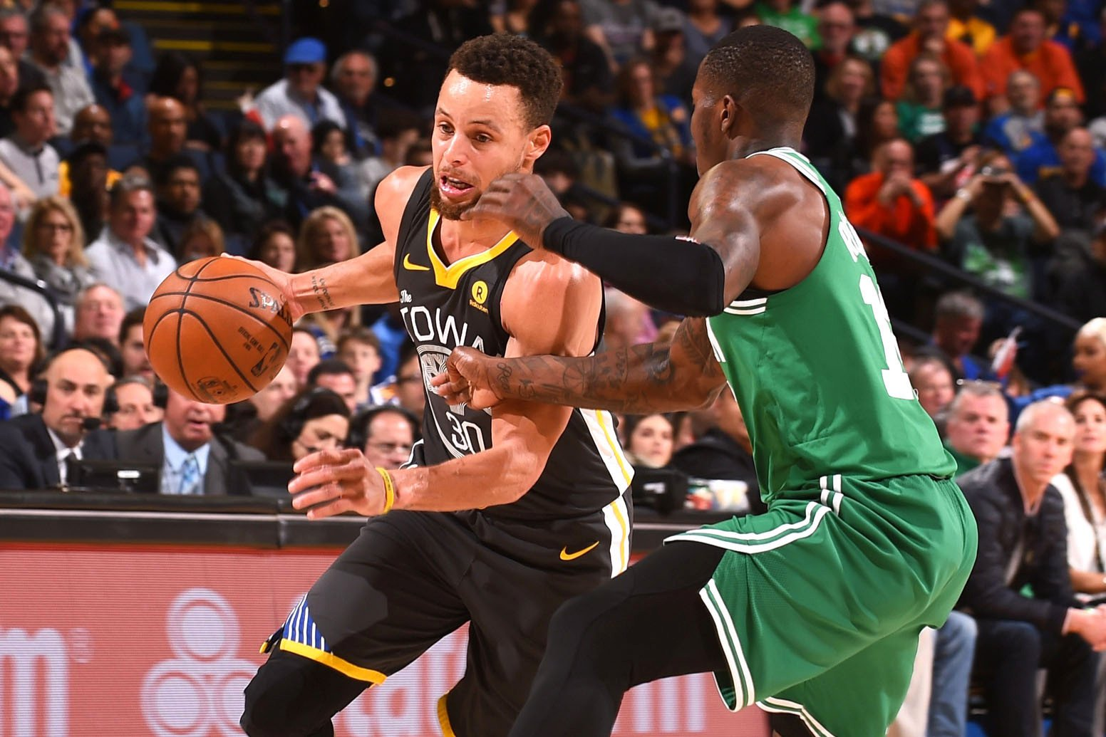 Stephen Curry explodes for 49 points as Warriors clip Celtics