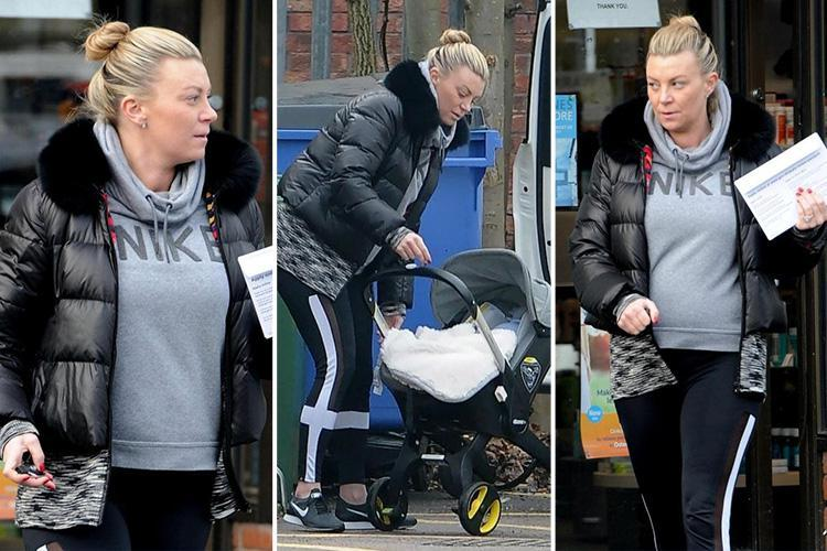 Former Towie star Billi Mucklow goes make-up free as she runs errands in Essex
