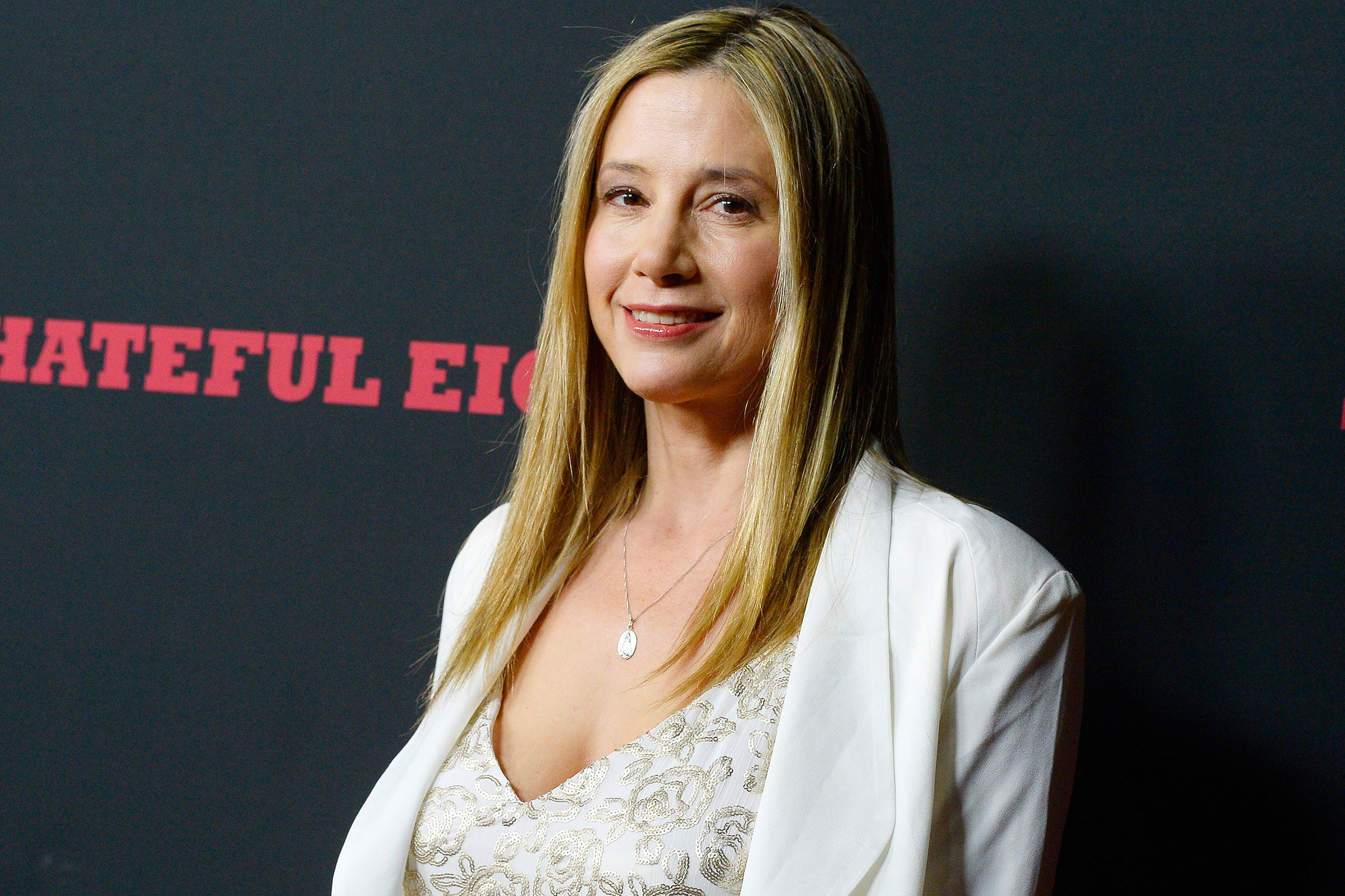 Mira Sorvino apologizes to Dylan Farrow, denounces Woody Allen