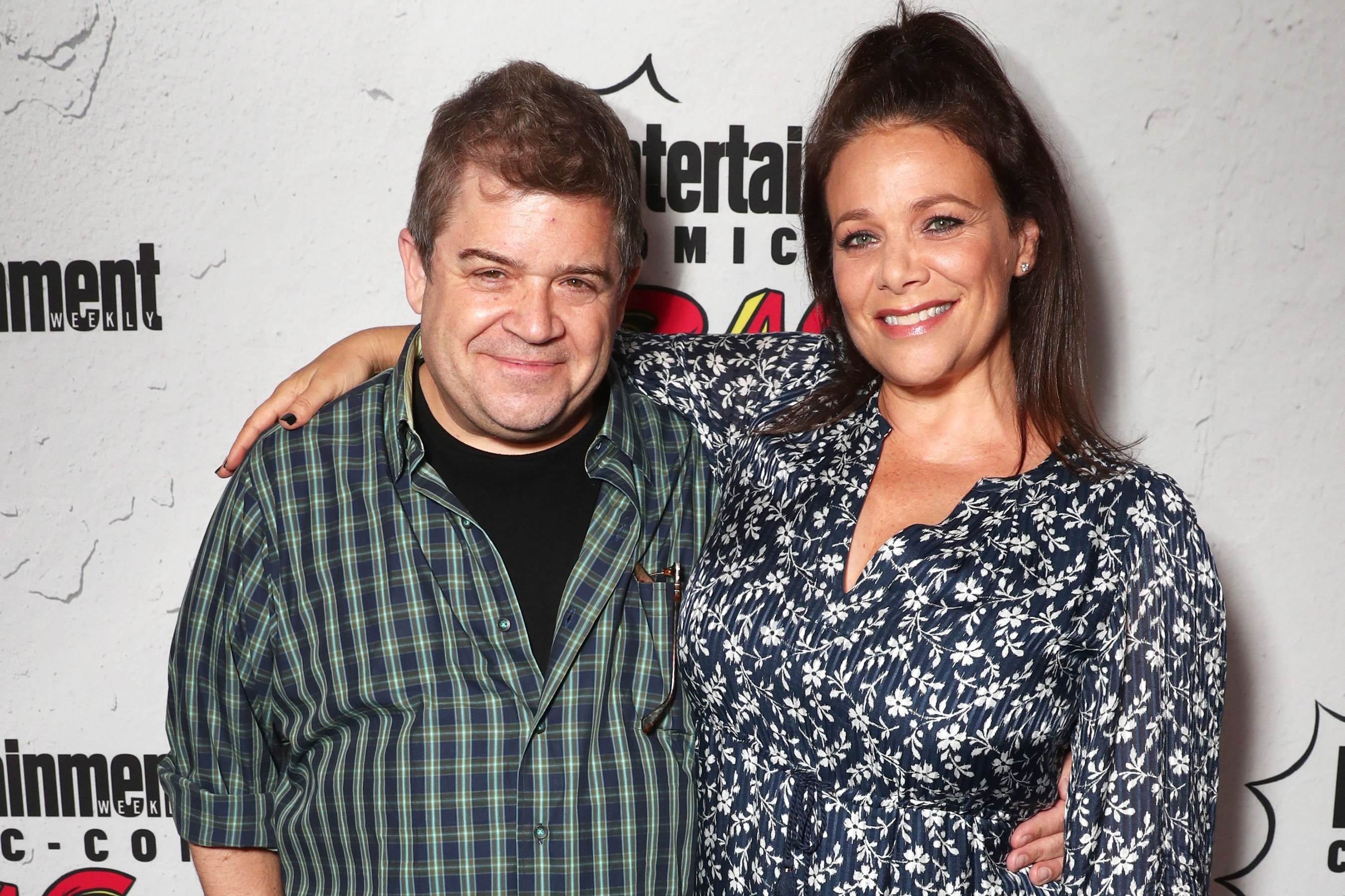 Patton Oswalt, daughter, new wife get Christmas tree