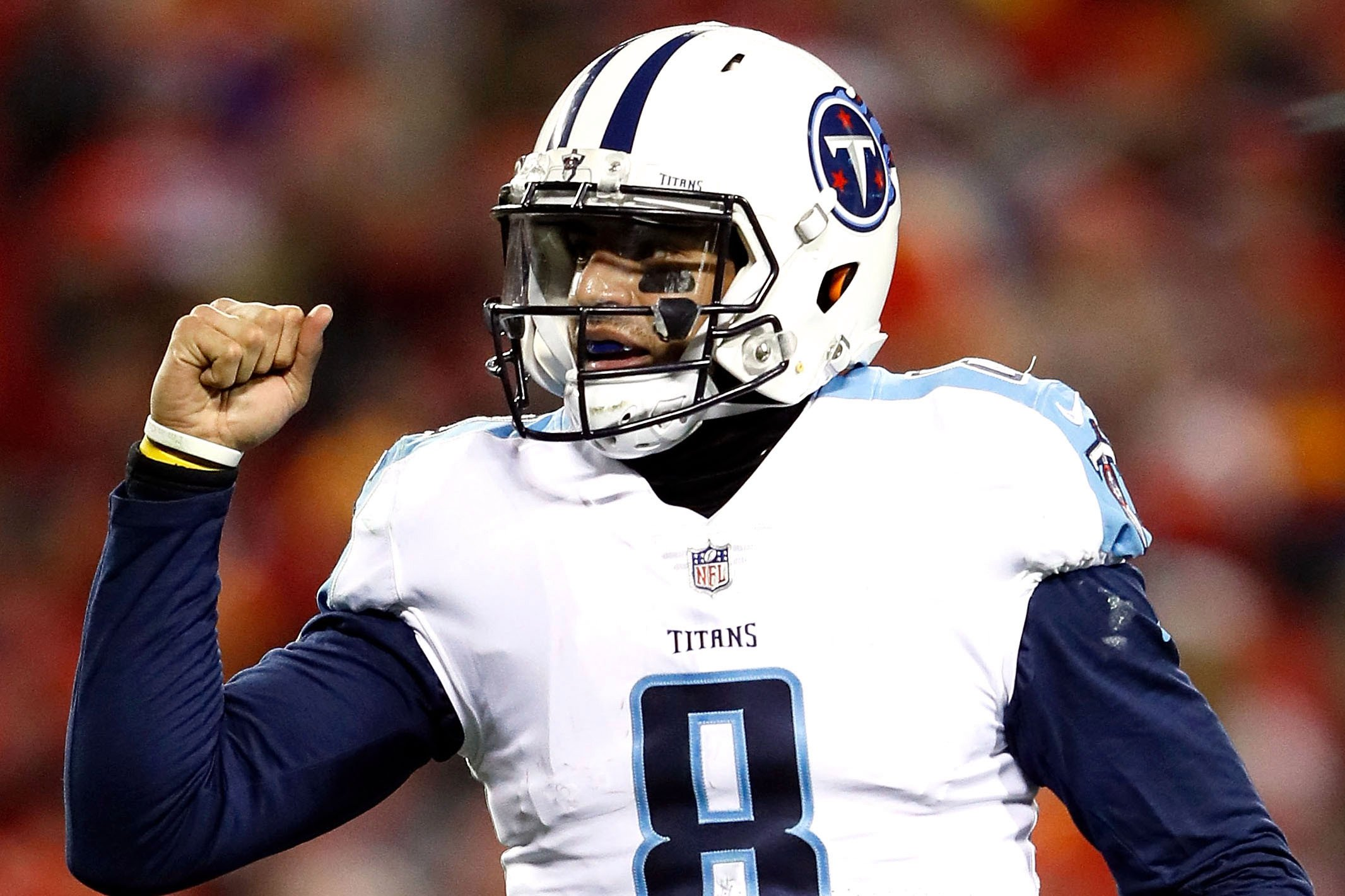 Marcus Mariota throws TD to himself in improbable Titans' win