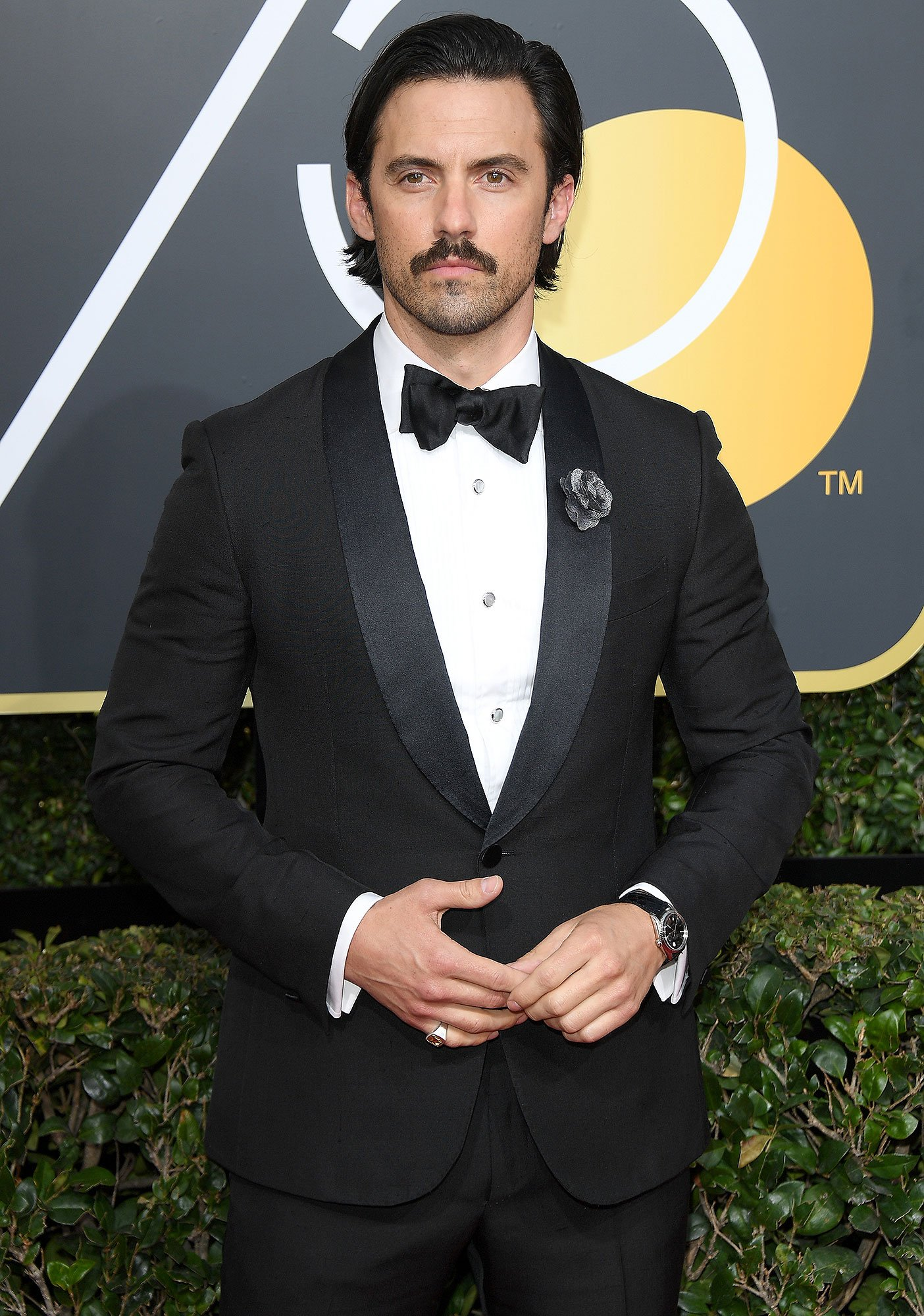 Yes, Milo Ventimiglia fell into the swimming pool at a Golden Globes afterparty