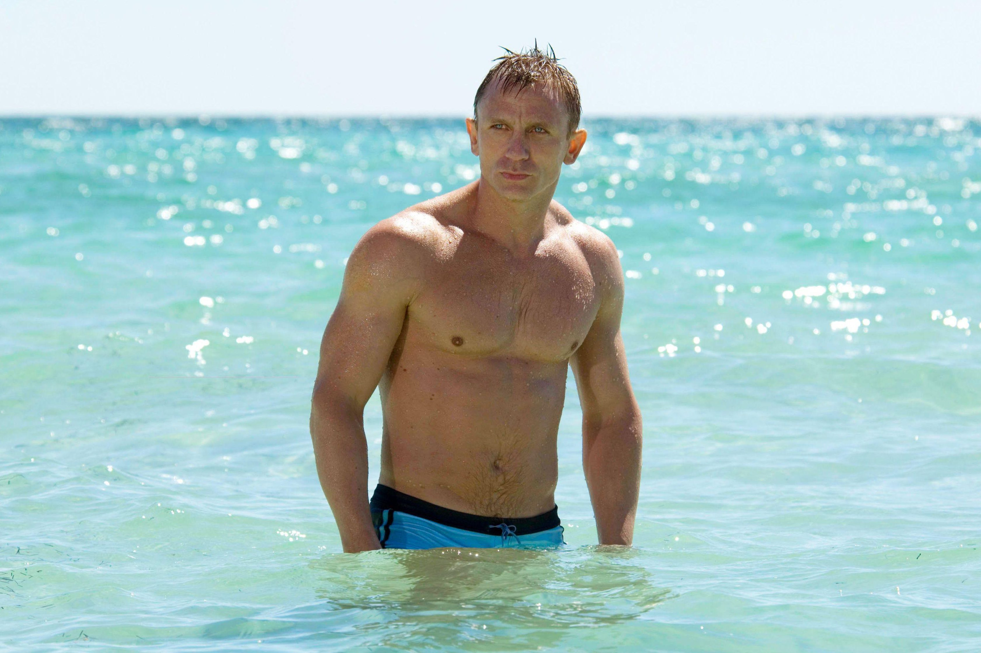 Is Daniel Craig married, how old is he, how many James Bond films has he done and what's his net worth?