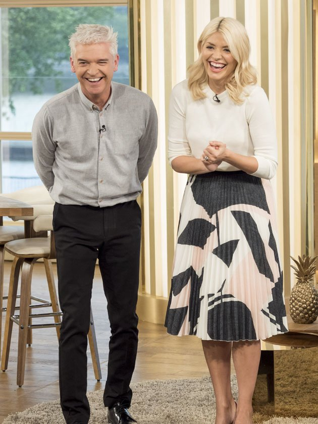 PICS! Holly Willoughby and Phillip Schofield neck booze on WILD night out