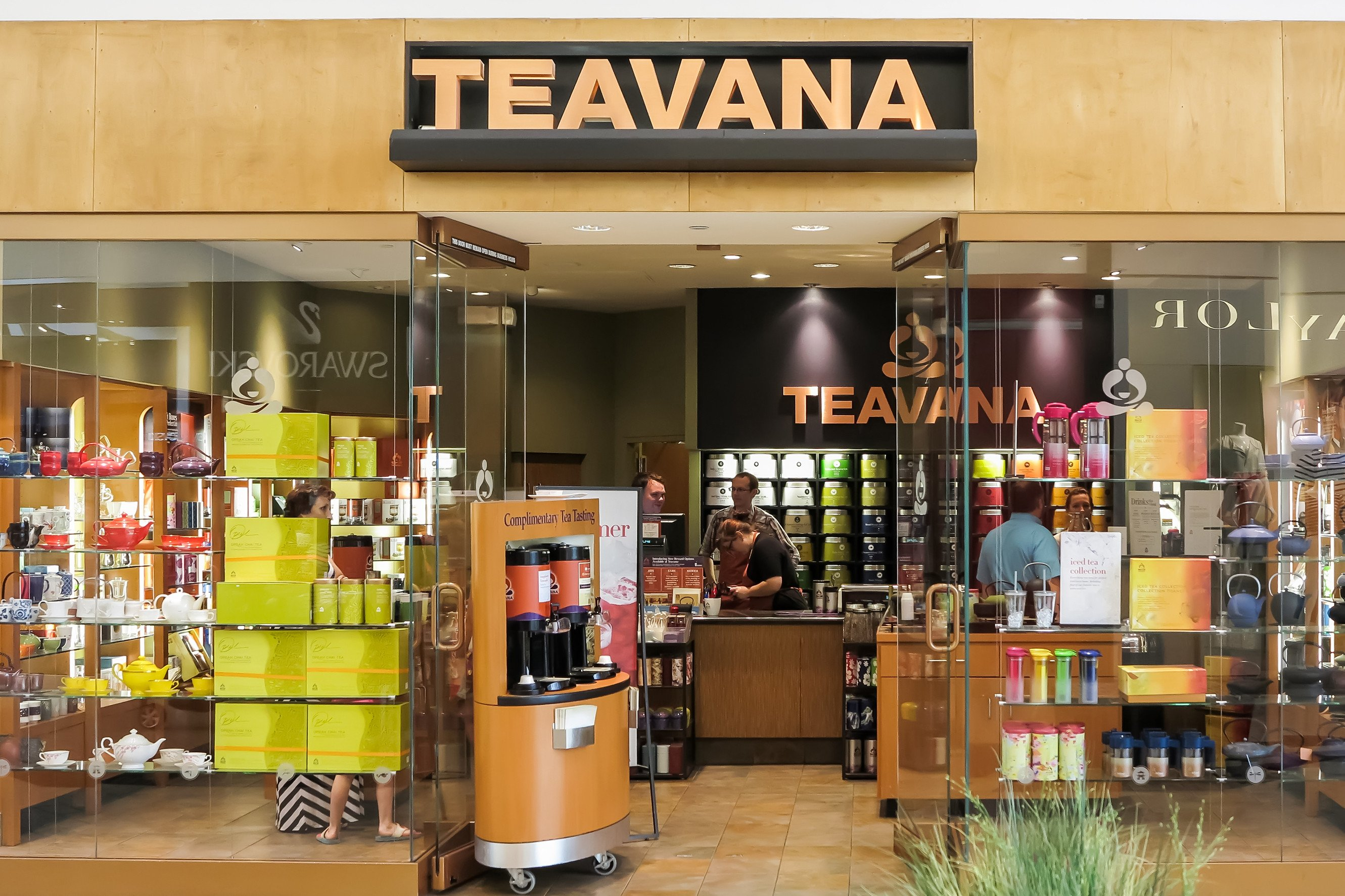Starbucks settles suit with mall giant over Teavana stores