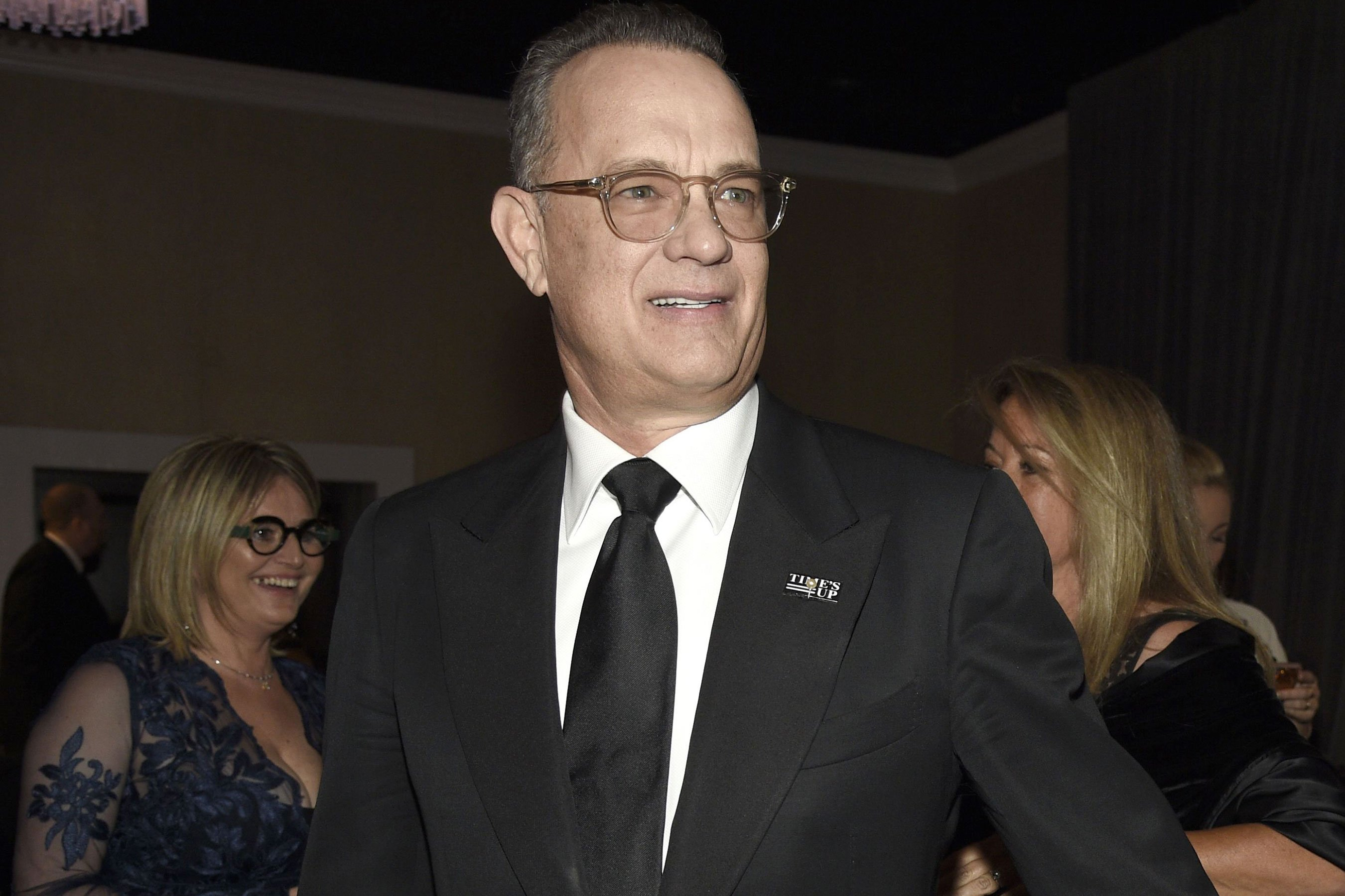 Golden Globes: Tom Hanks martini tray photo is priceless