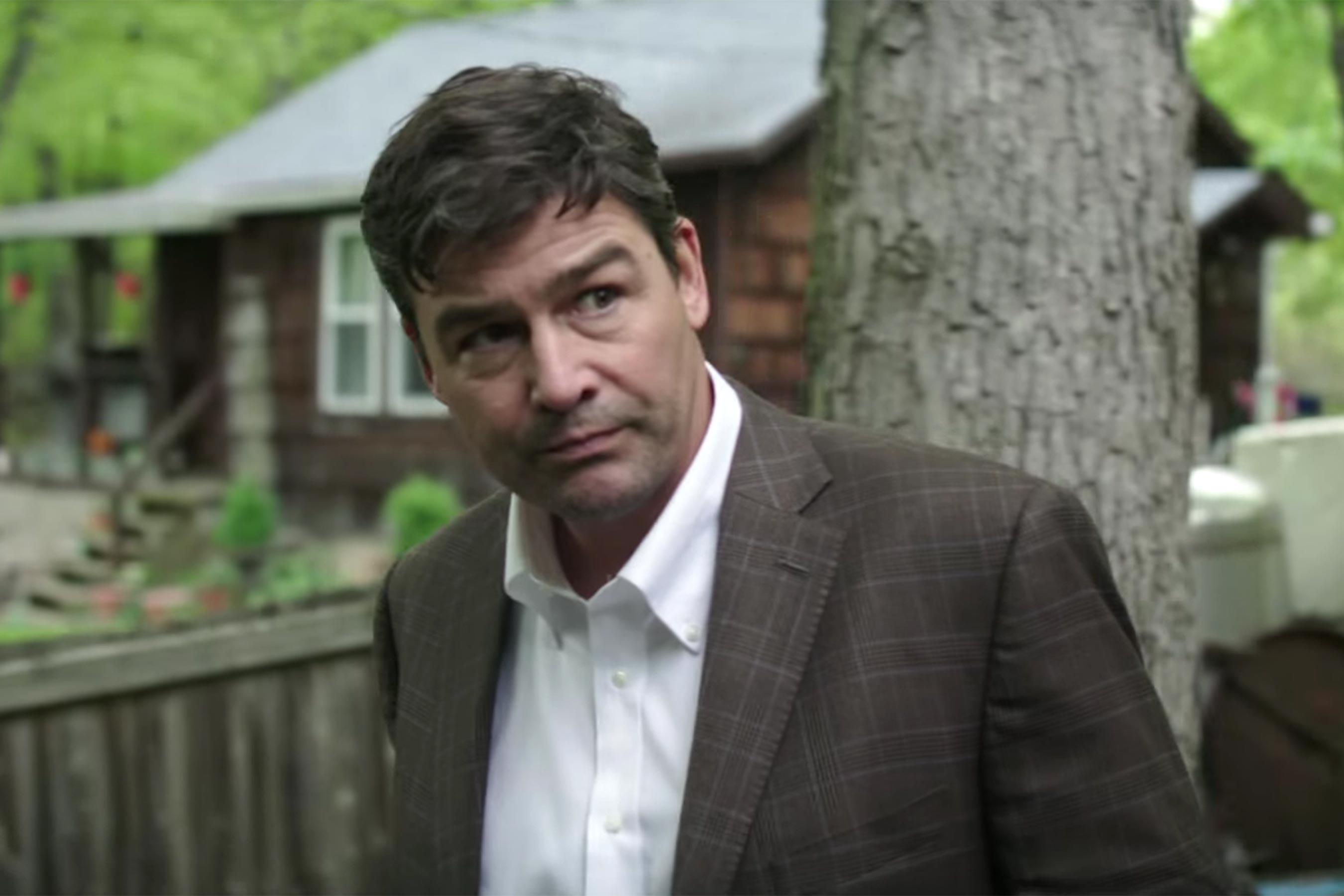 The Vanishing of Sidney Hall trailer: Kyle Chandler hunts down a missing writer