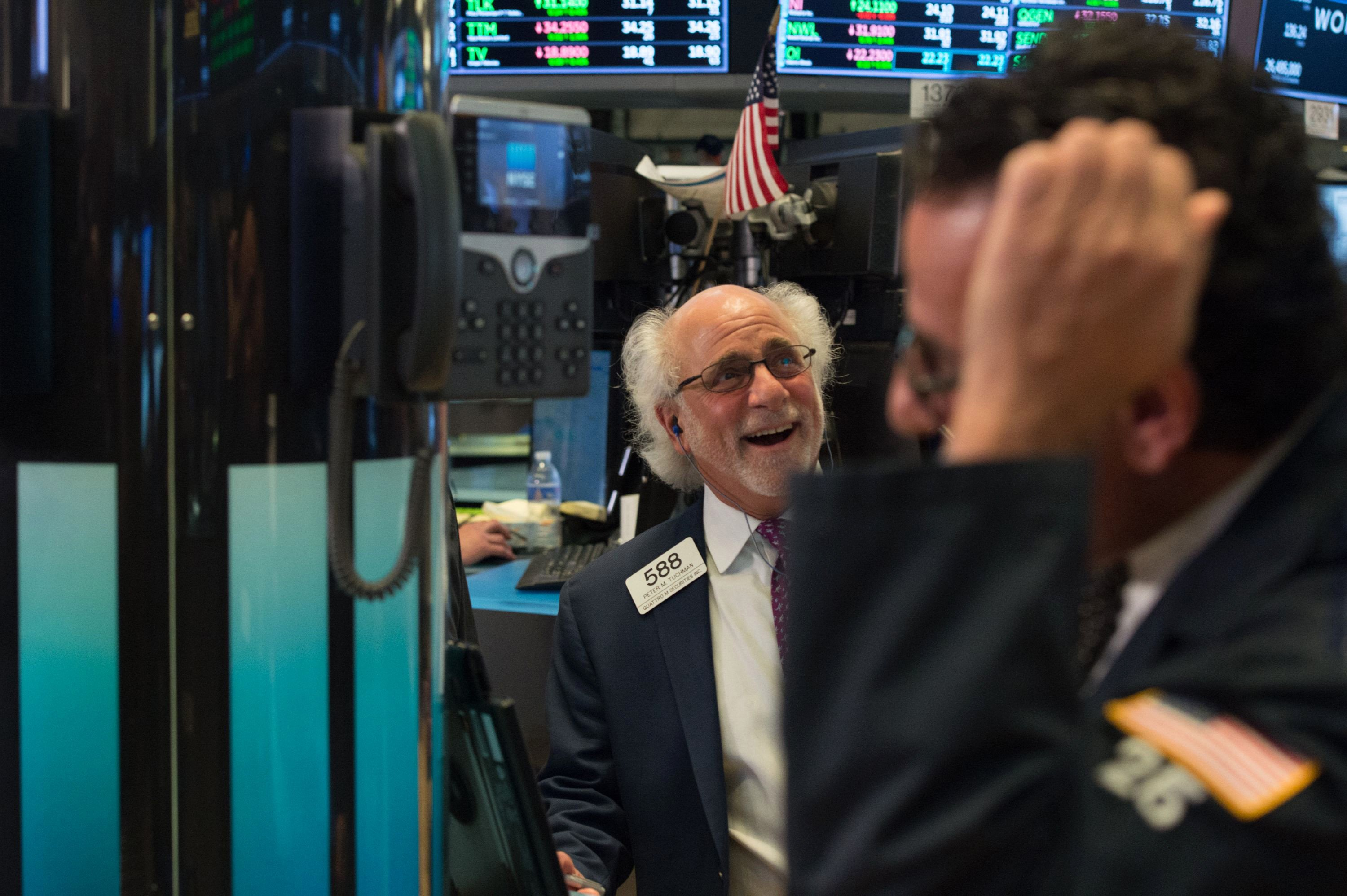Wall Street hits new highs on robust retail, investor optimism