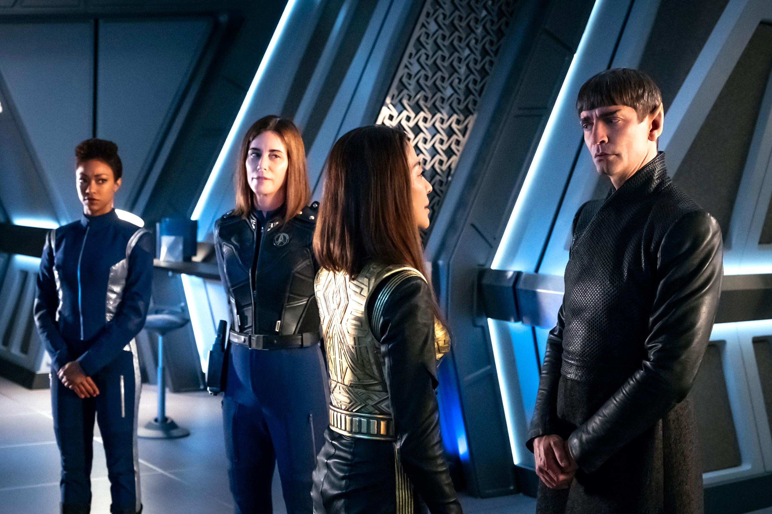 Star Trek: Discovery backpedals in a talky, table-setting episode before finale