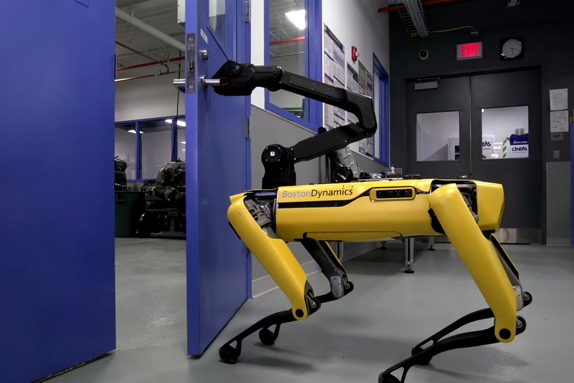 This life-like robotic dog is both creepy and cool