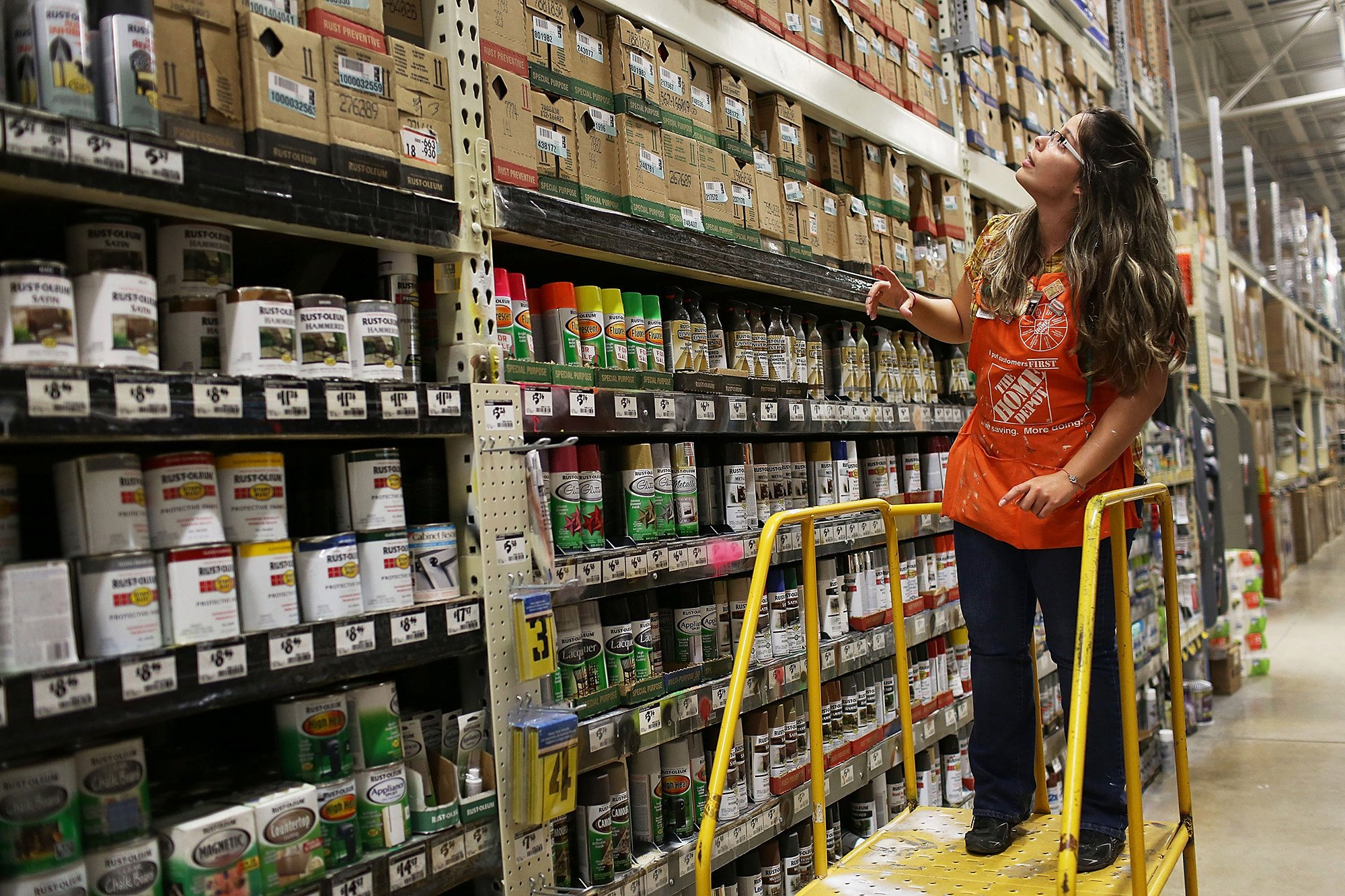 Lowe's, Home Depot recruiting workers for seasonal jobs