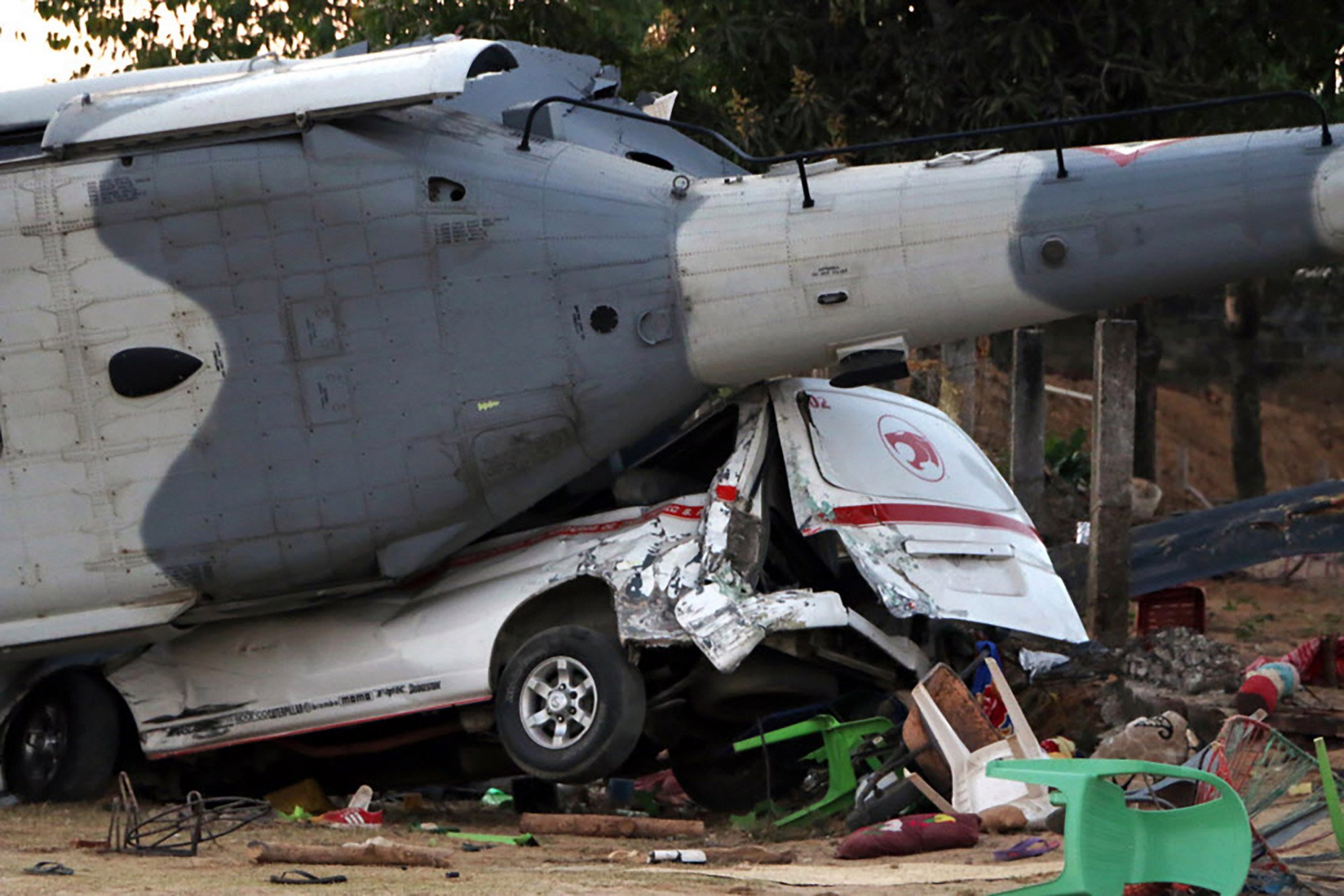 13 killed in helicopter crash after Mexican quake