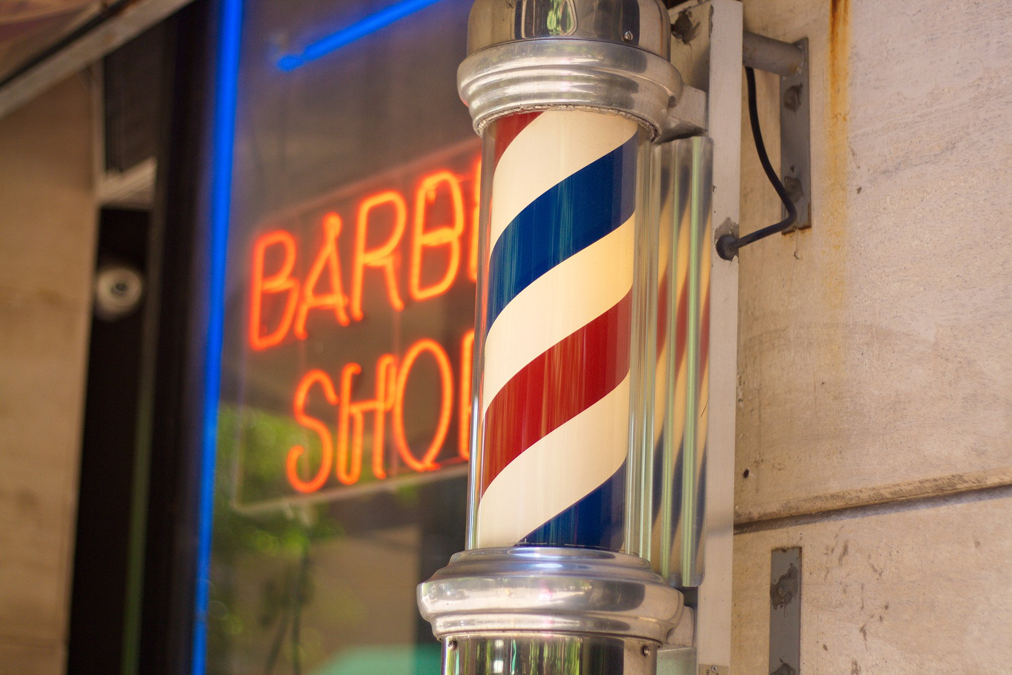 Customer allegedly beat barber with bat after skipping payment