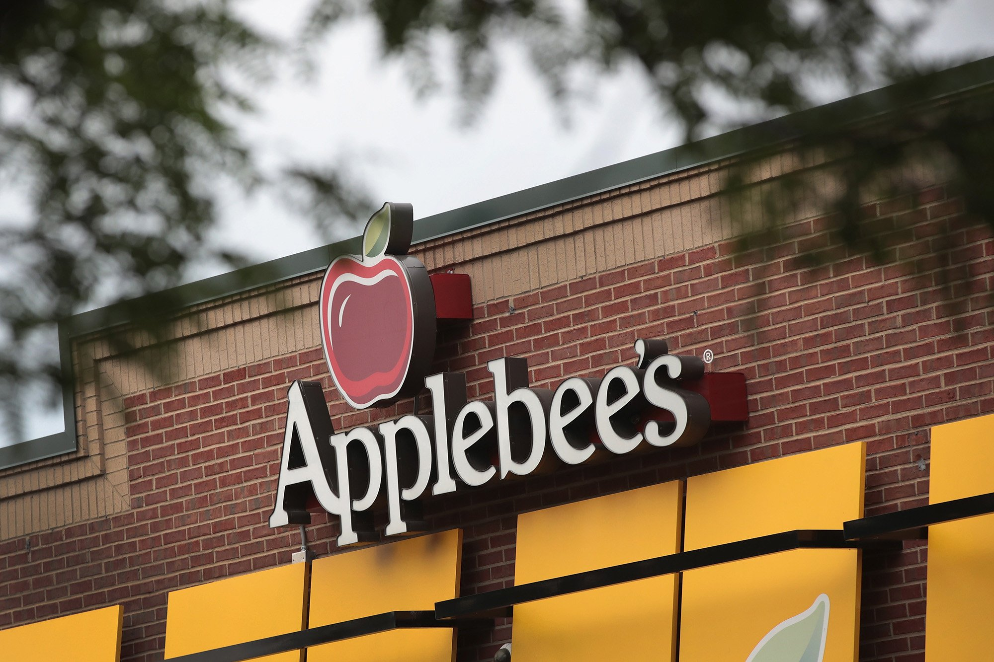Applebee's restaurant admits it racially profiled customers