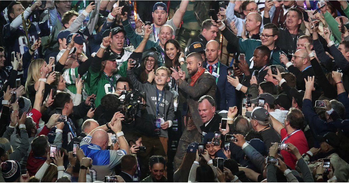 """The Super Bowl """"Selfie Kid"""" Reveals What He Was REALLY Looking at on His Phone"""