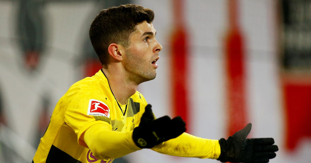 Pulisic told to reject Man United and choose move to rivals