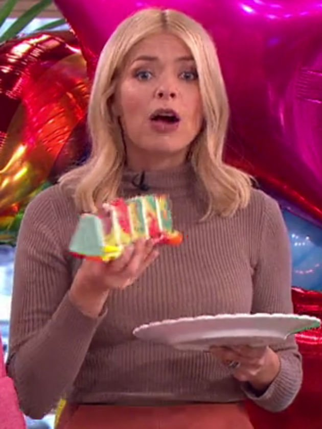 Holly Willoughby makes blunder live on This Morning after booze and cake