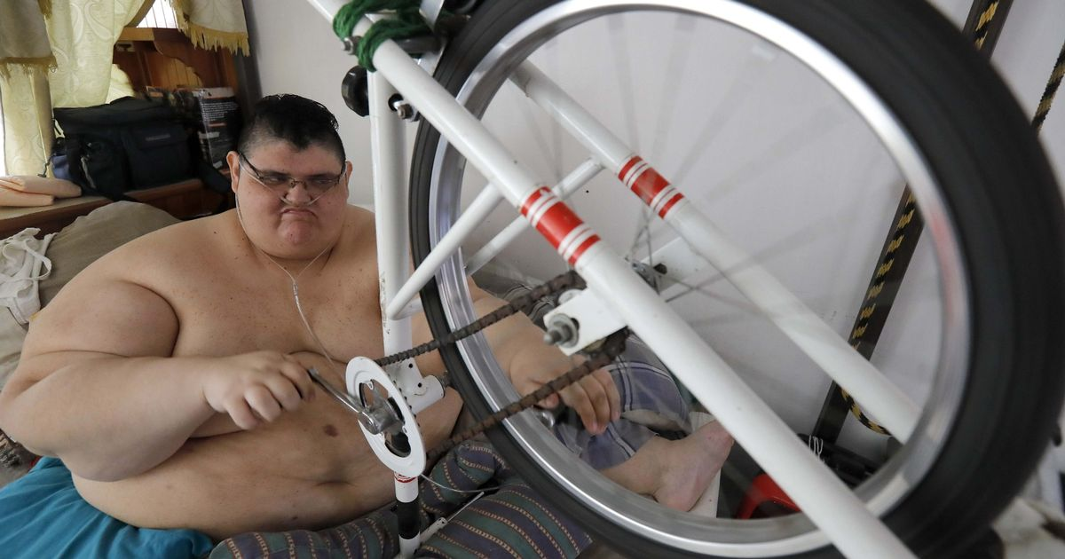 World's fattest man takes up exercise in a bid to 'walk like a normal person'