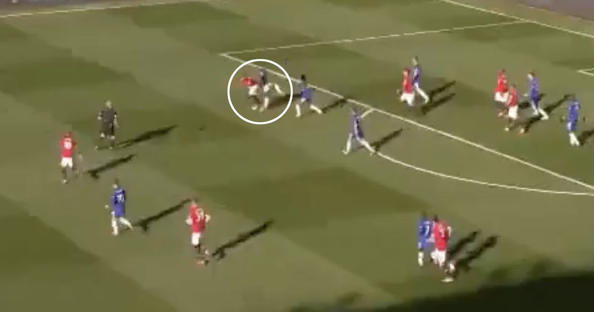 Man United fans slam Pogba for his role in Willian's goal