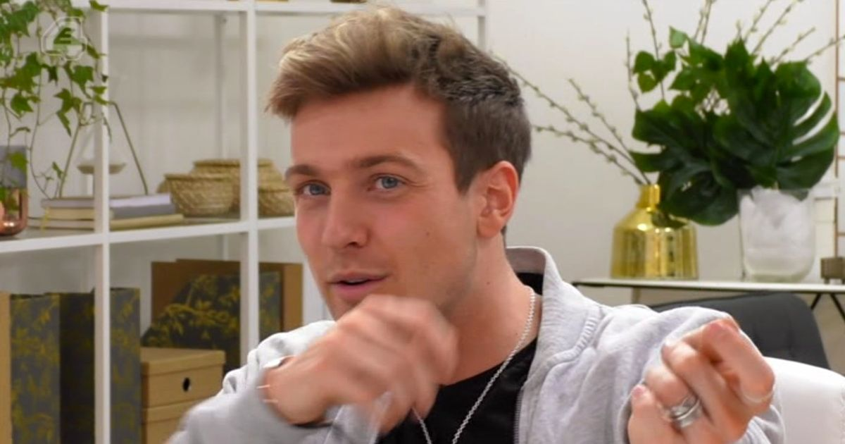 Celebs Go Dating gurus baffled by Sam Thompson's 'threesome' song
