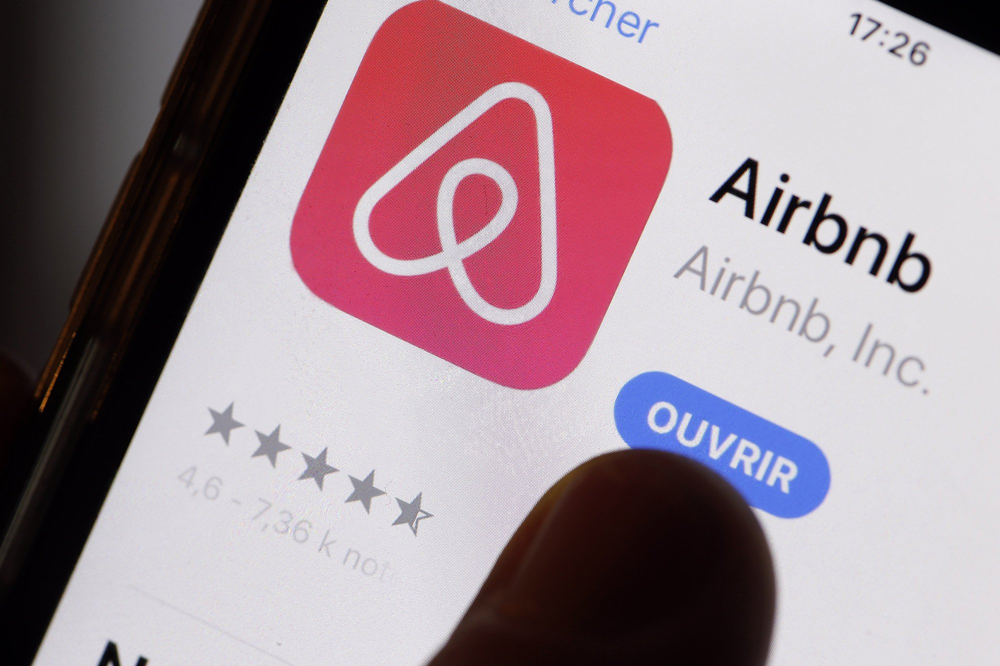 Airbnb says it won't have IPO in 2018, names first COO