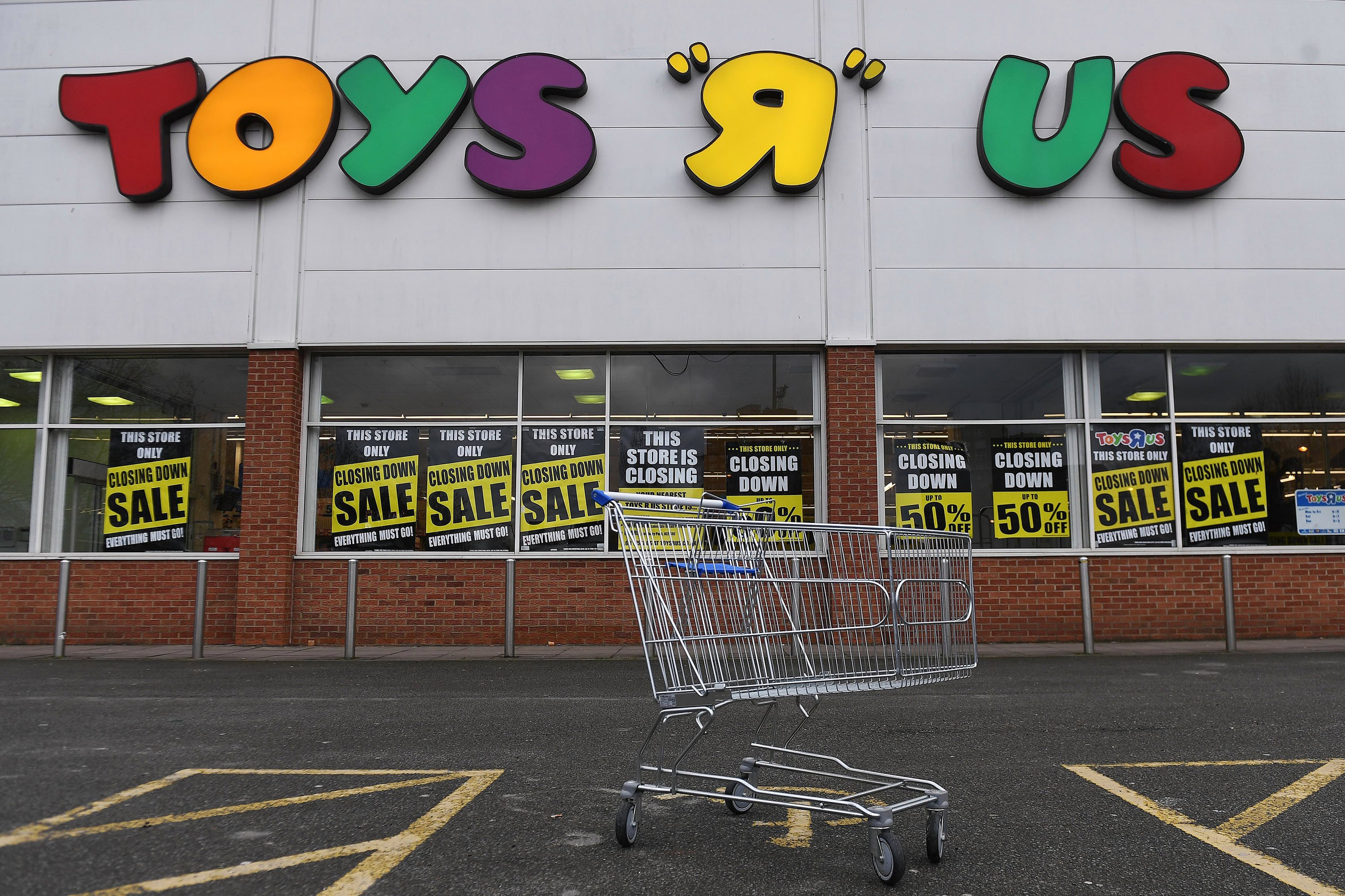 Retailers are trying to profit off Toys R Us' struggles
