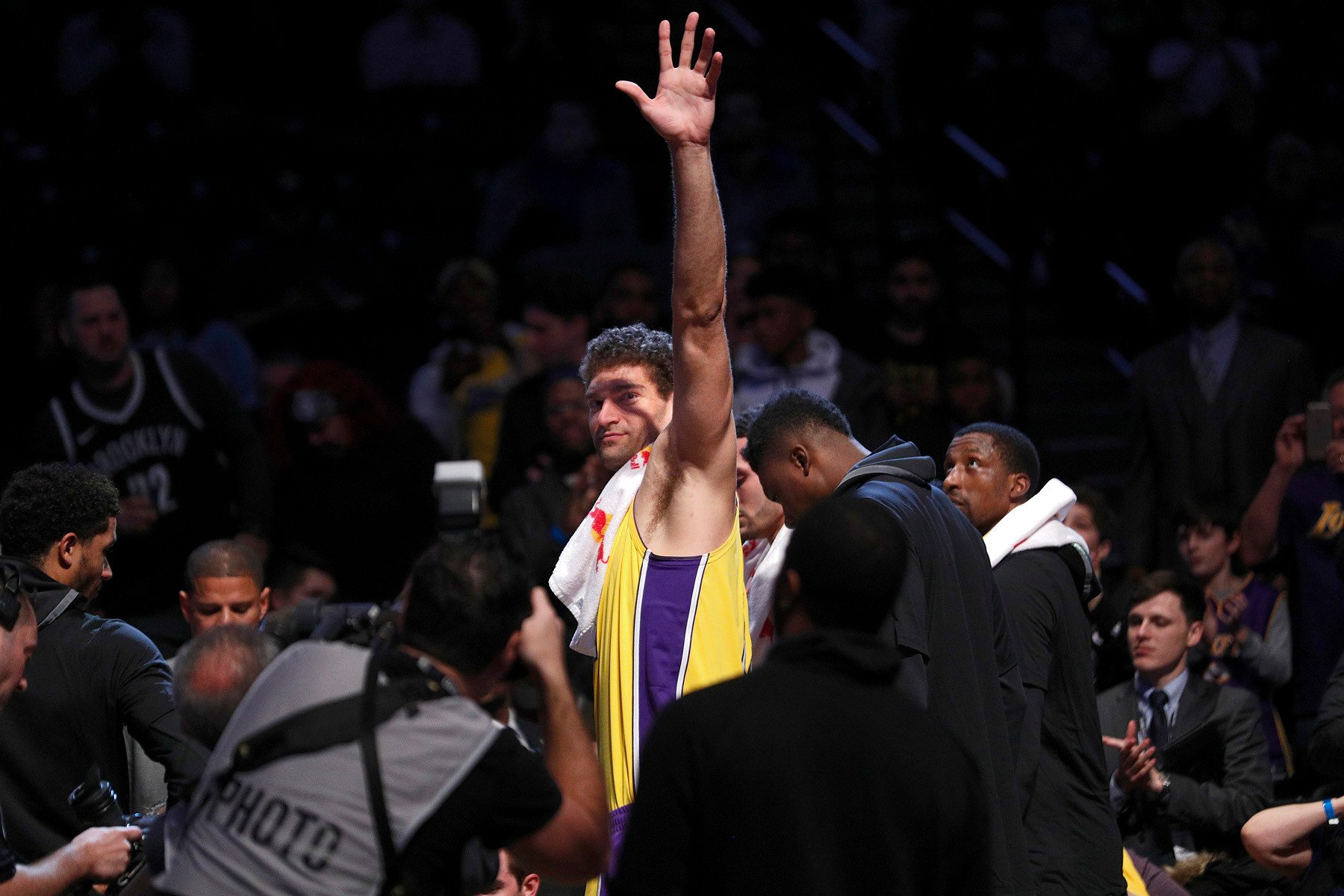 Brook Lopez destroys Nets after warm welcome by Brooklyn fans