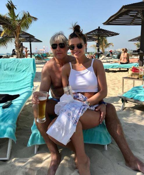 Chloe Lewis' fans blast her dad after seeing this holiday snap