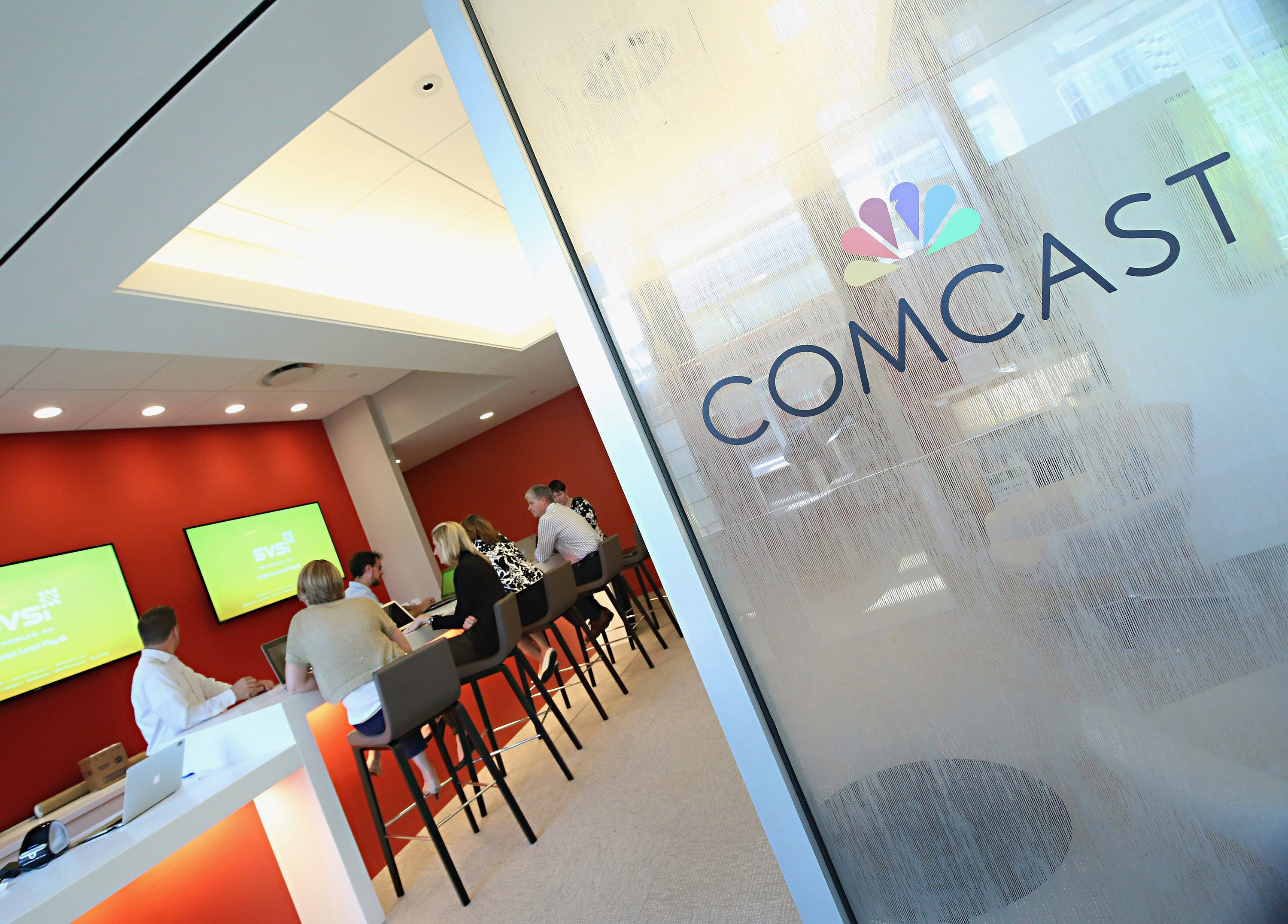 Comcast offers $31 billion to buy Europe's pay-TV giant Sky