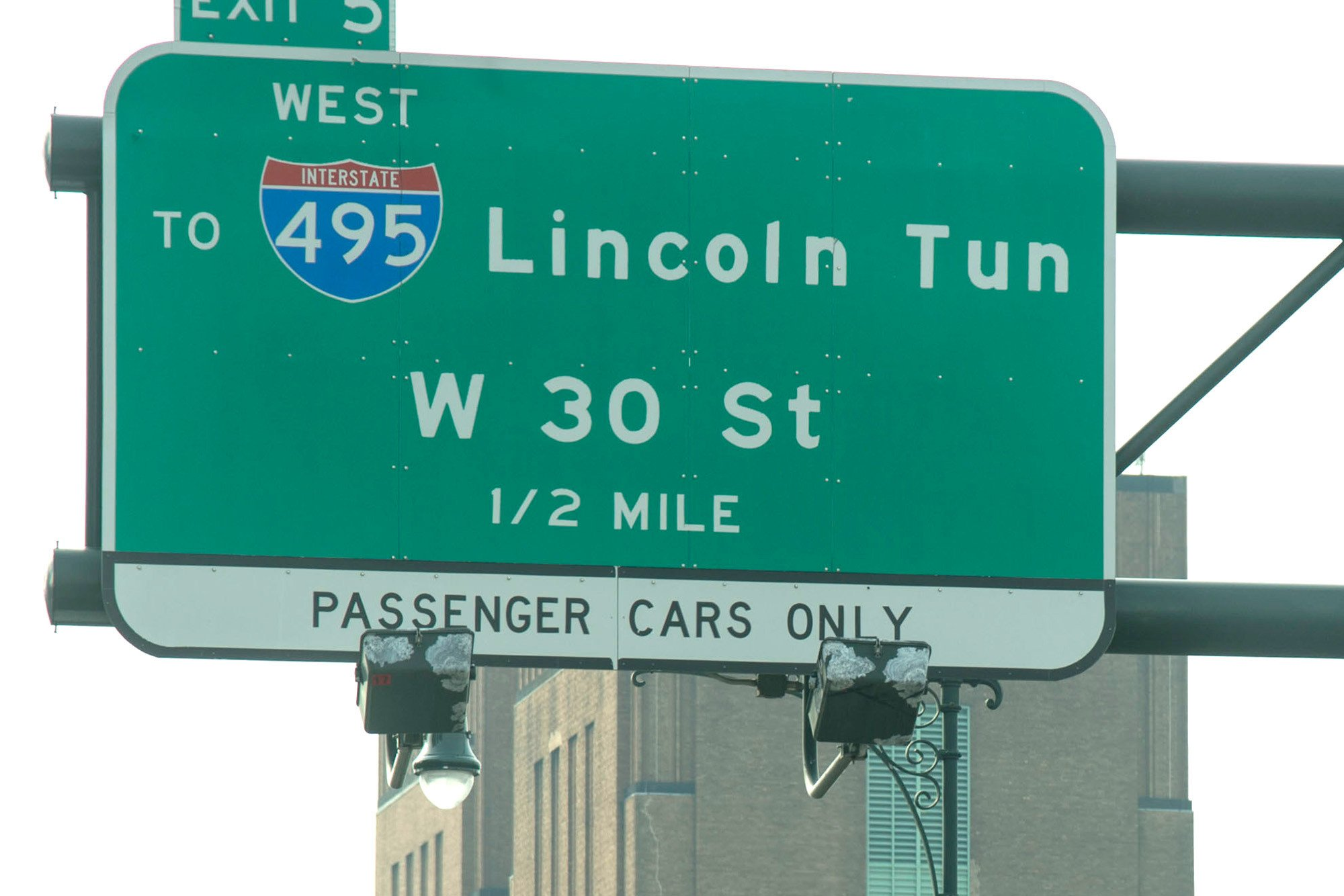 Delivery man arrested riding bike through Lincoln Tunnel