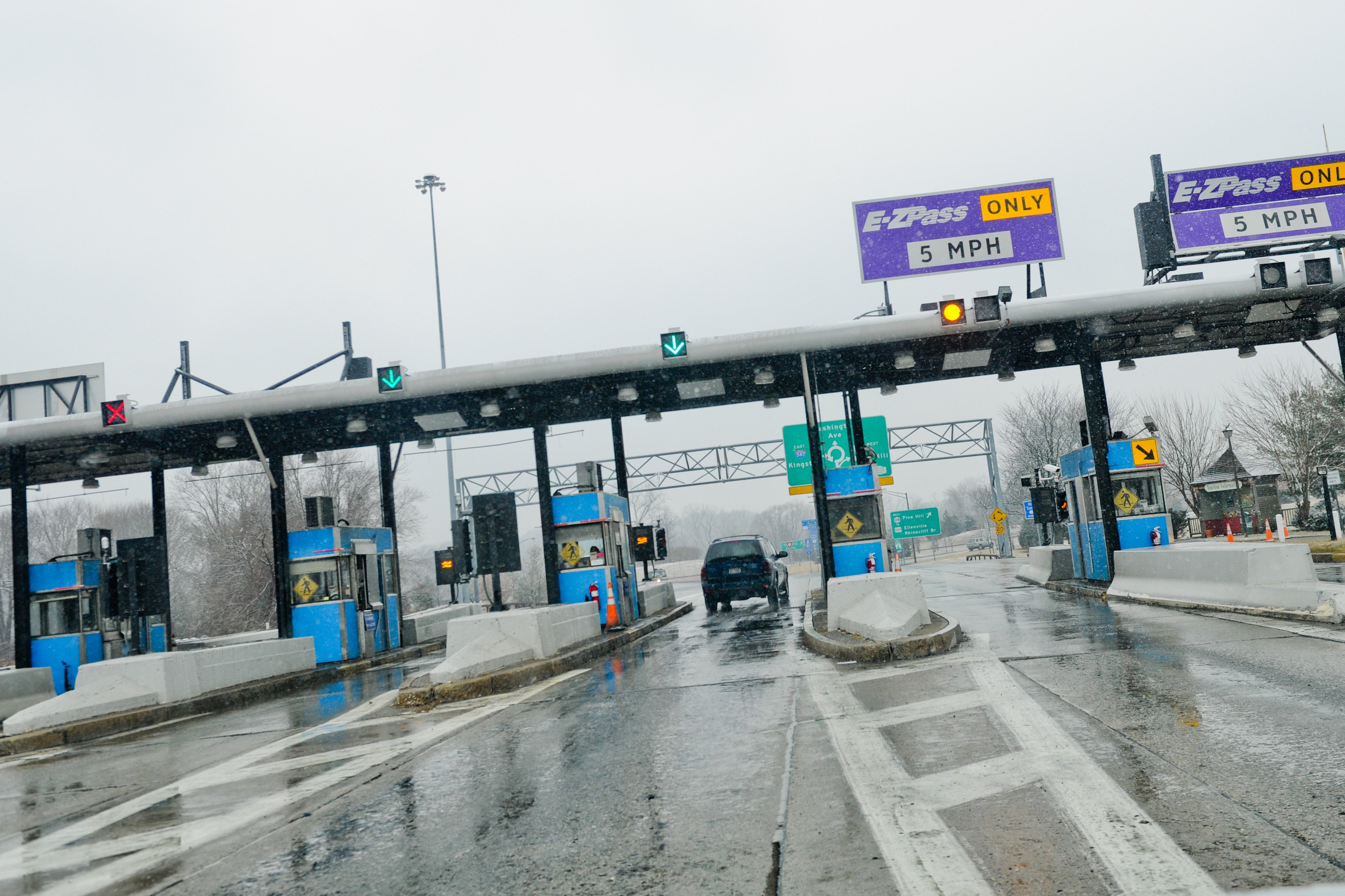 Connecticut governor proposes reinstating highway tolls