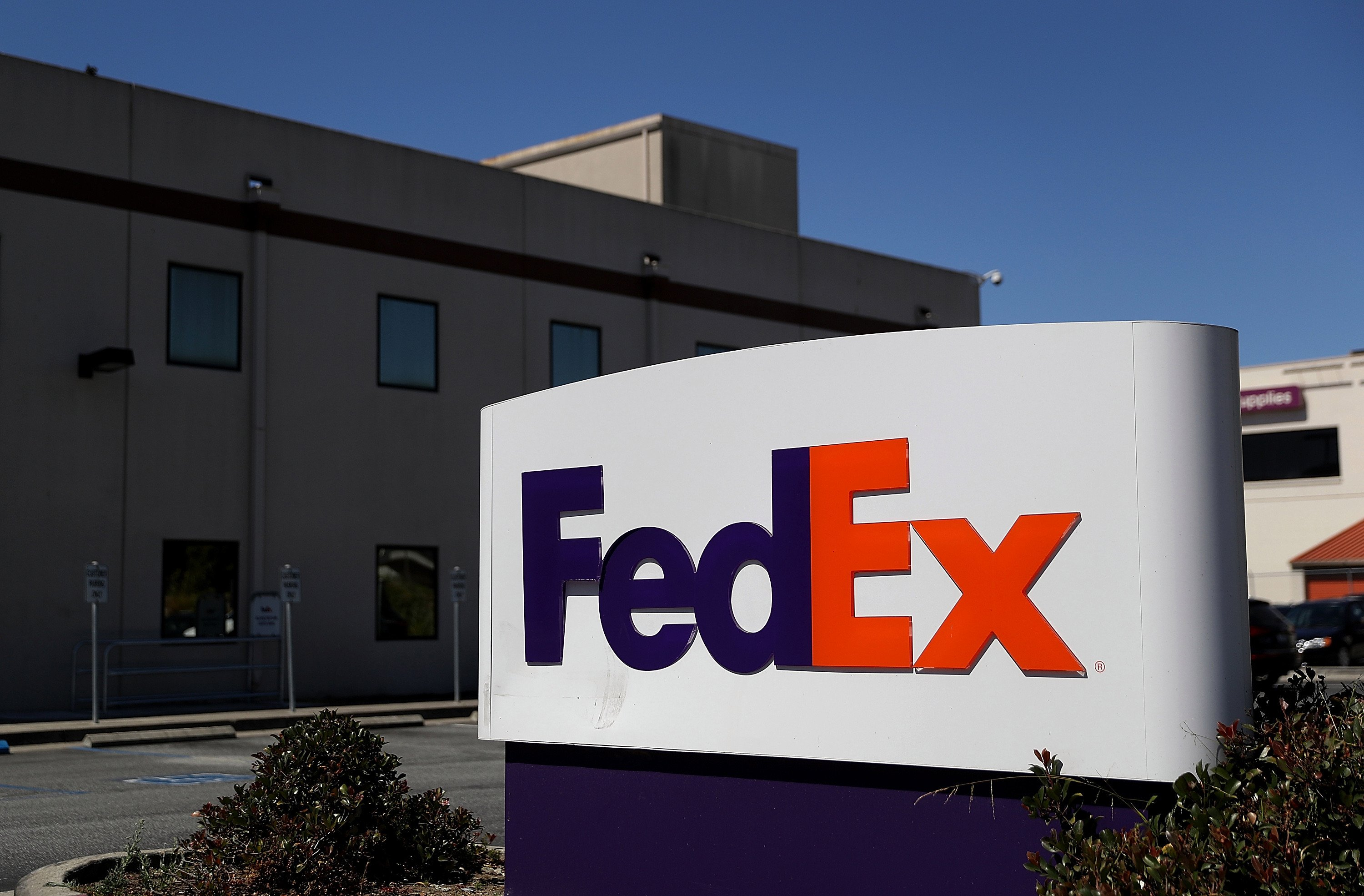 FedEx doesn't agree with NRA on assault rifles but won't cut ties