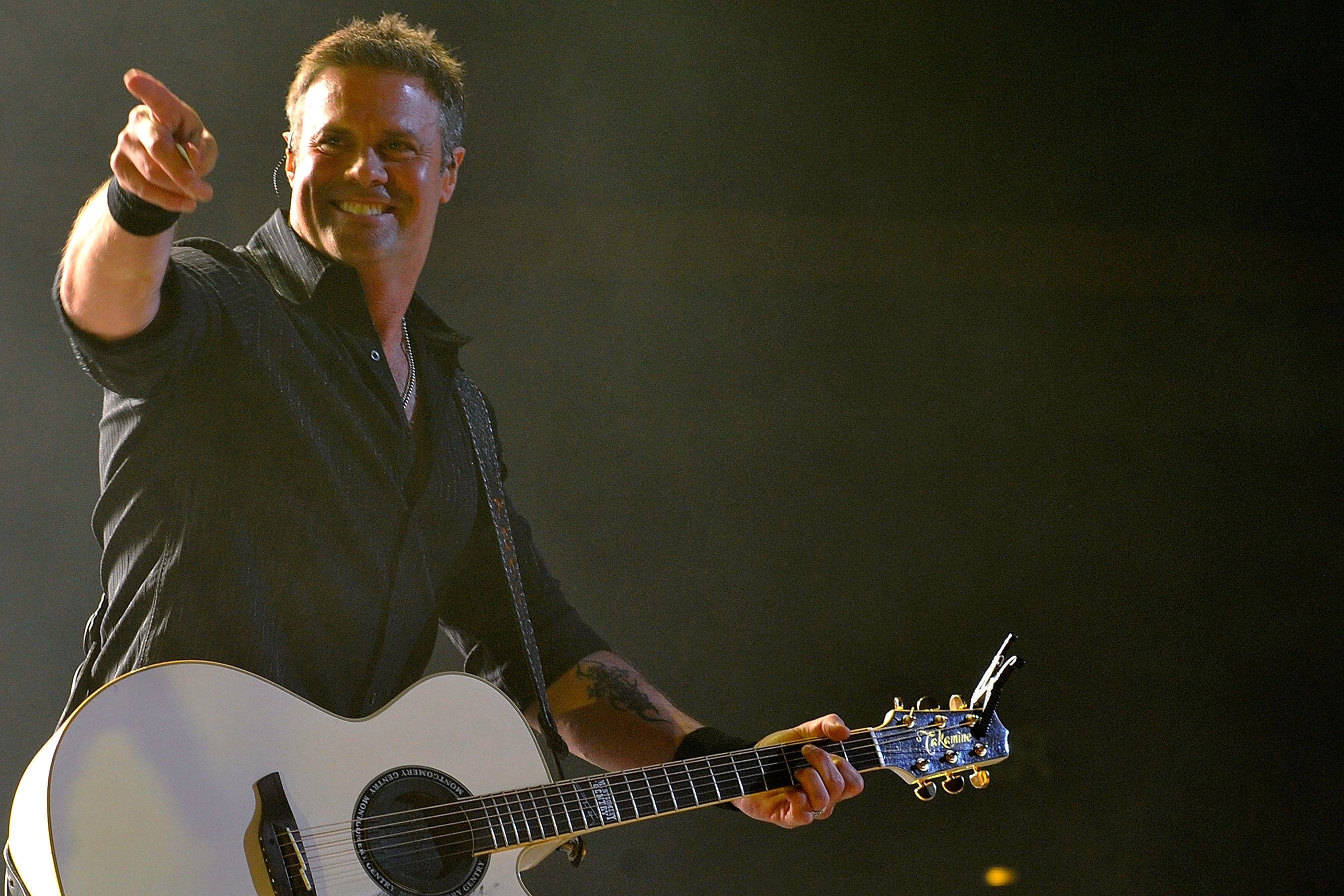Troy Gentry's widow sues helicopter company involved in his fatal crash