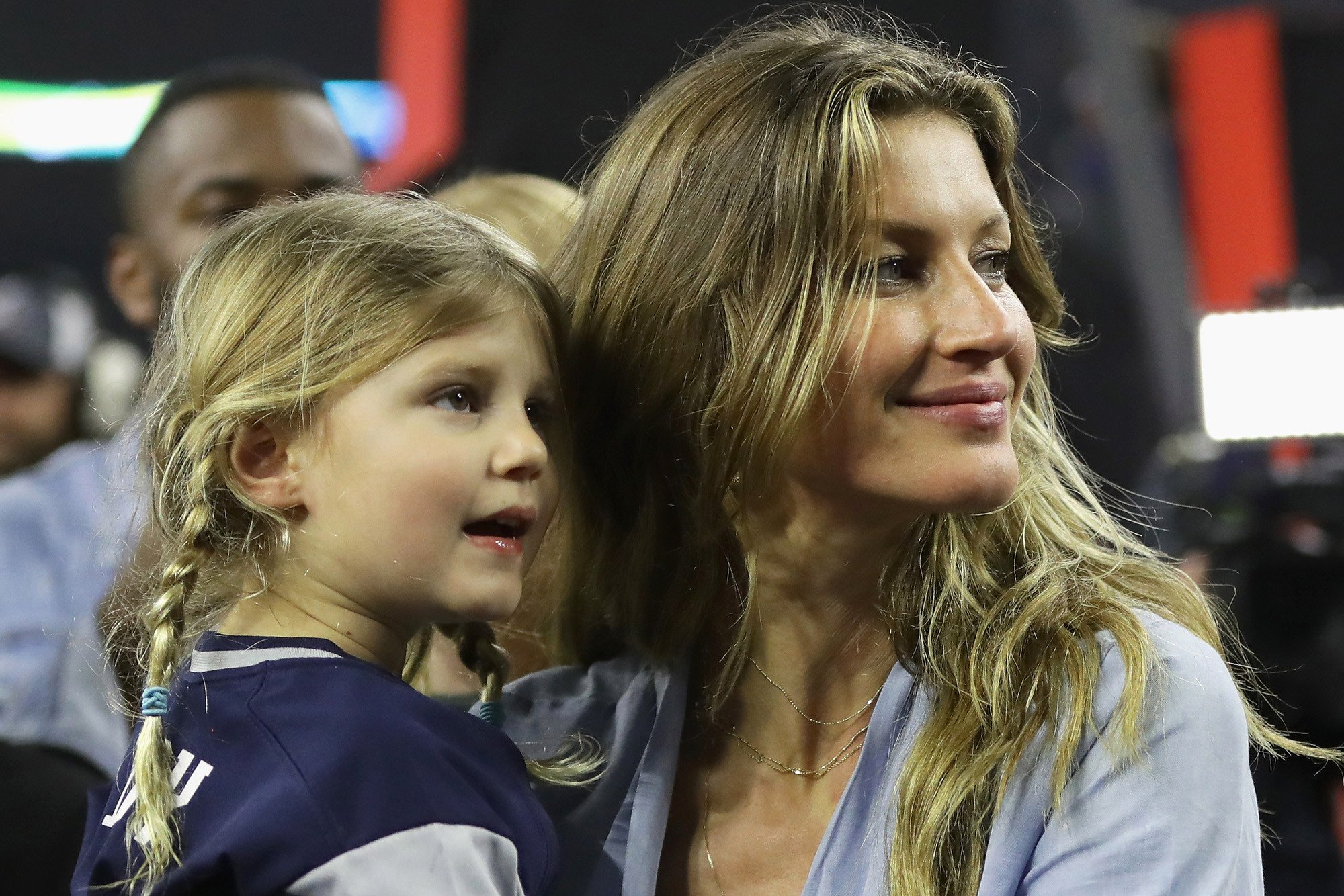 Gisele helps children cope with Tom Brady's Super Bowl loss