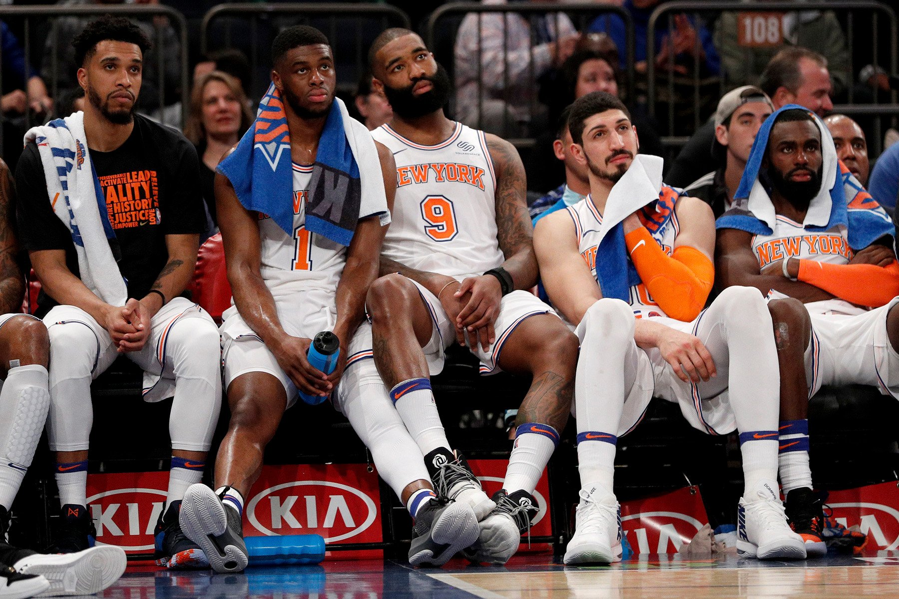 Knicks put in one good half against dominant Warriors