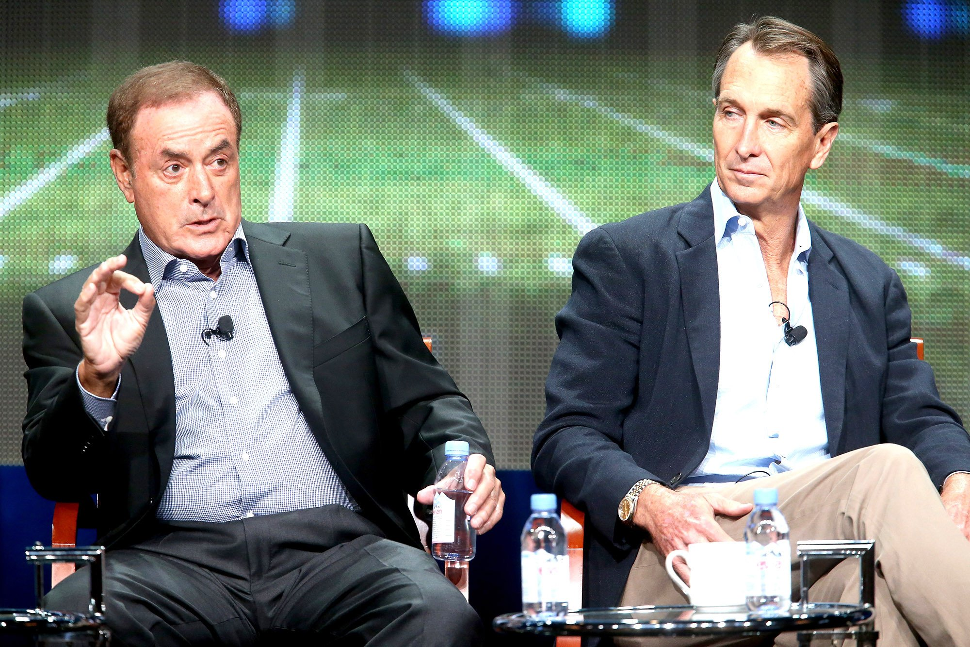 Al Michaels tries to save Cris Collinsworth from angry Eagles mob