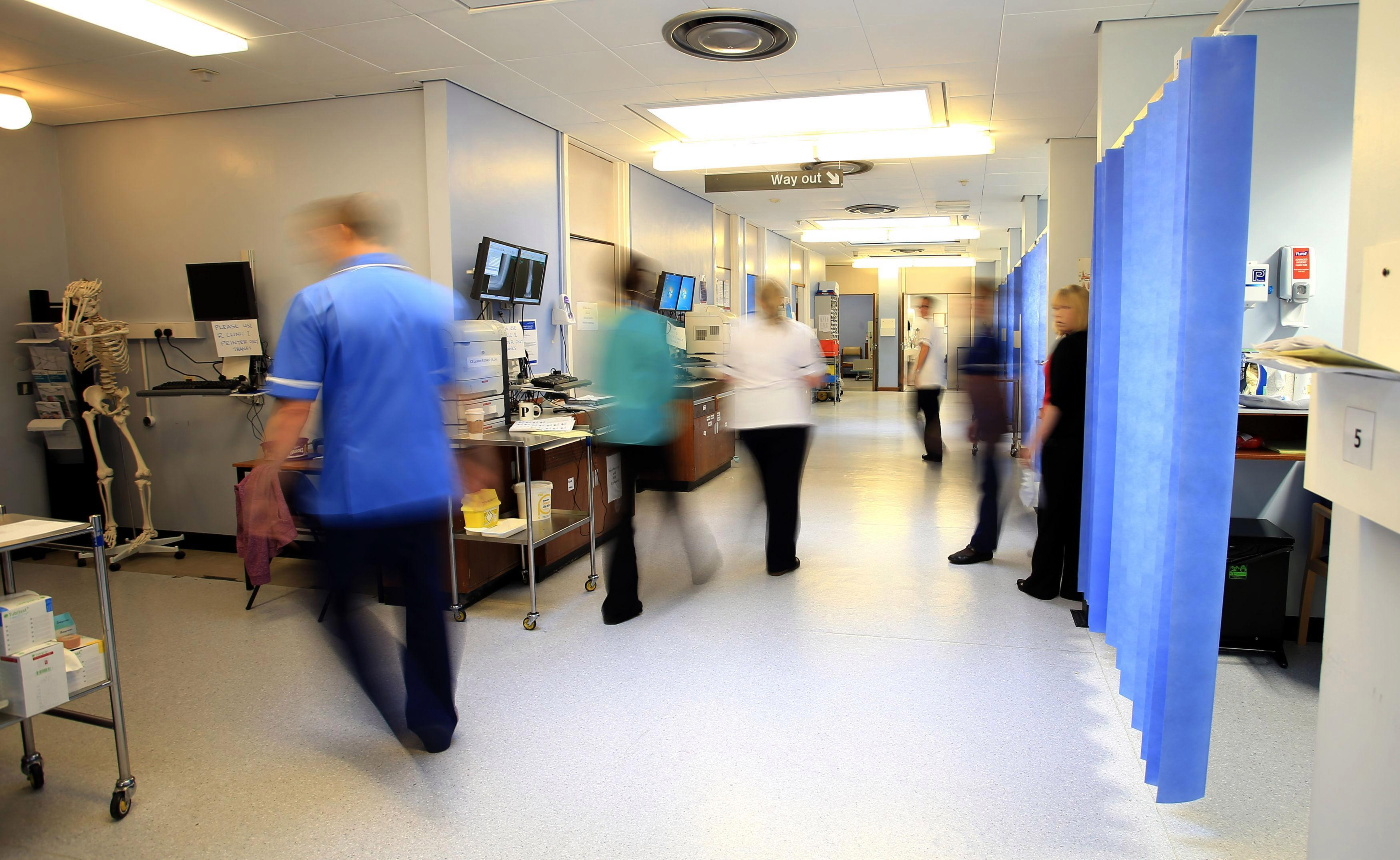 Top NHS doctors earn £14,000 more if they are men, figures show