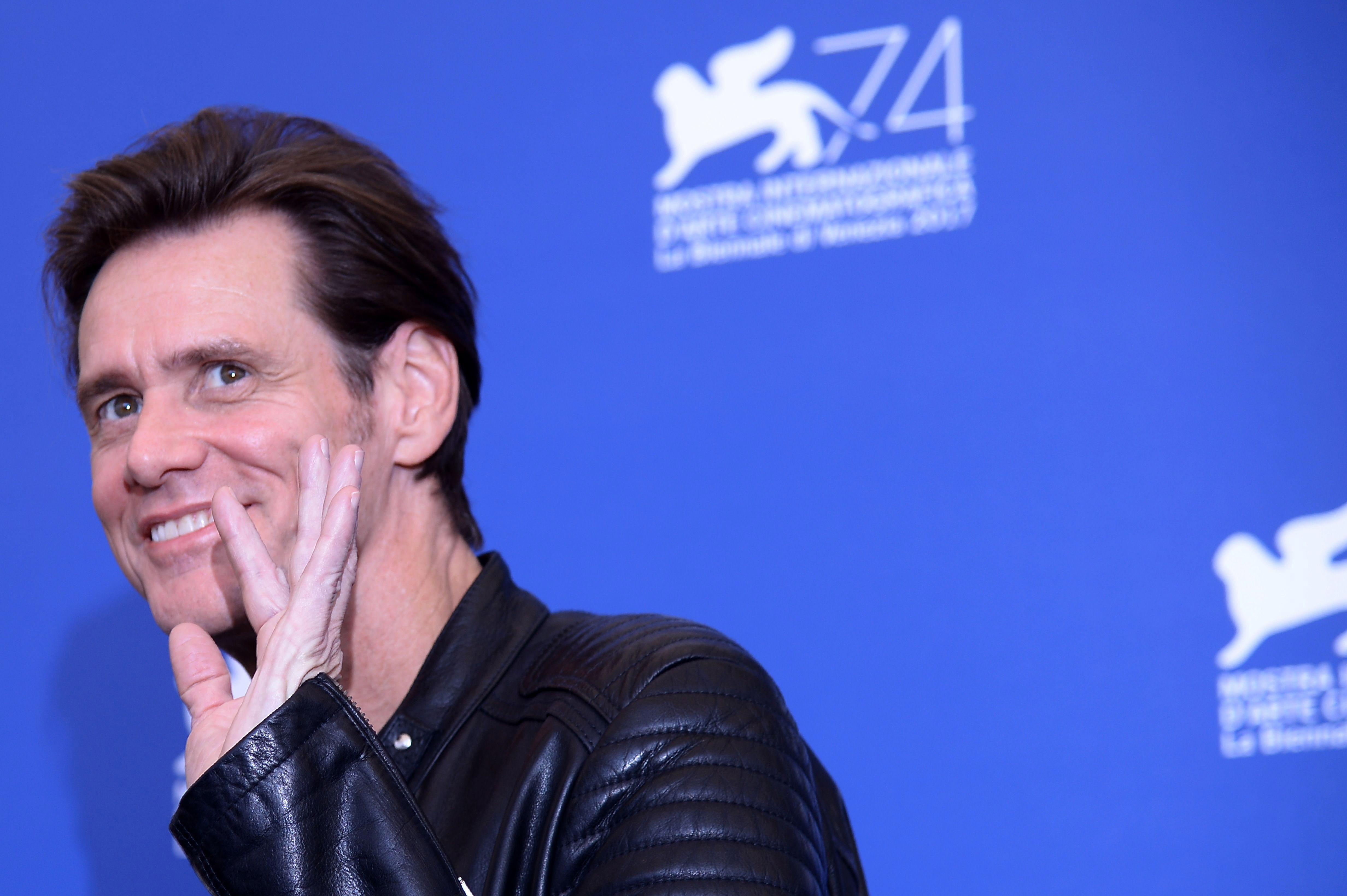 Film star Jim Carrey urges Facebook users to dump their accounts like him